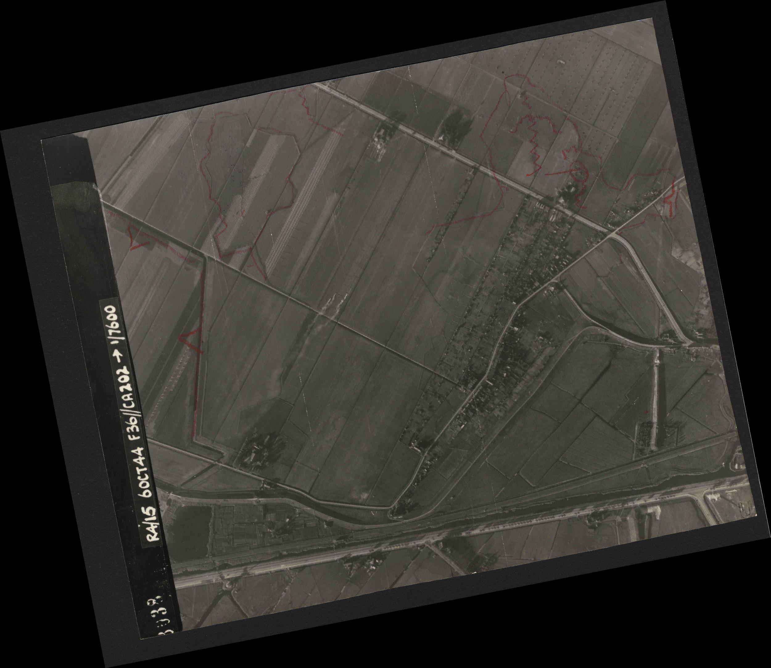 Collection RAF aerial photos 1940-1945 - flight 121, run 01, photo 3038