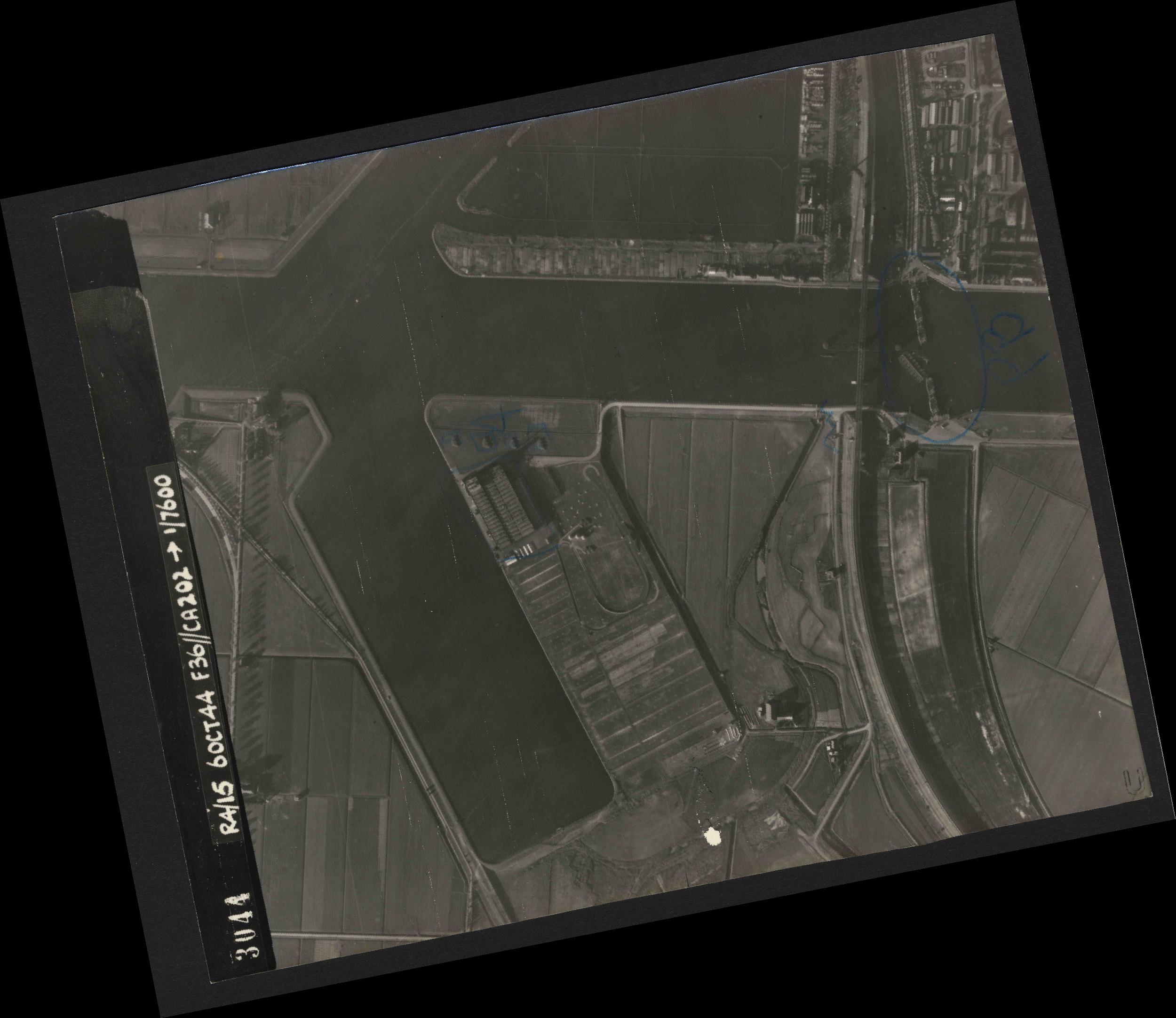 Collection RAF aerial photos 1940-1945 - flight 121, run 01, photo 3044