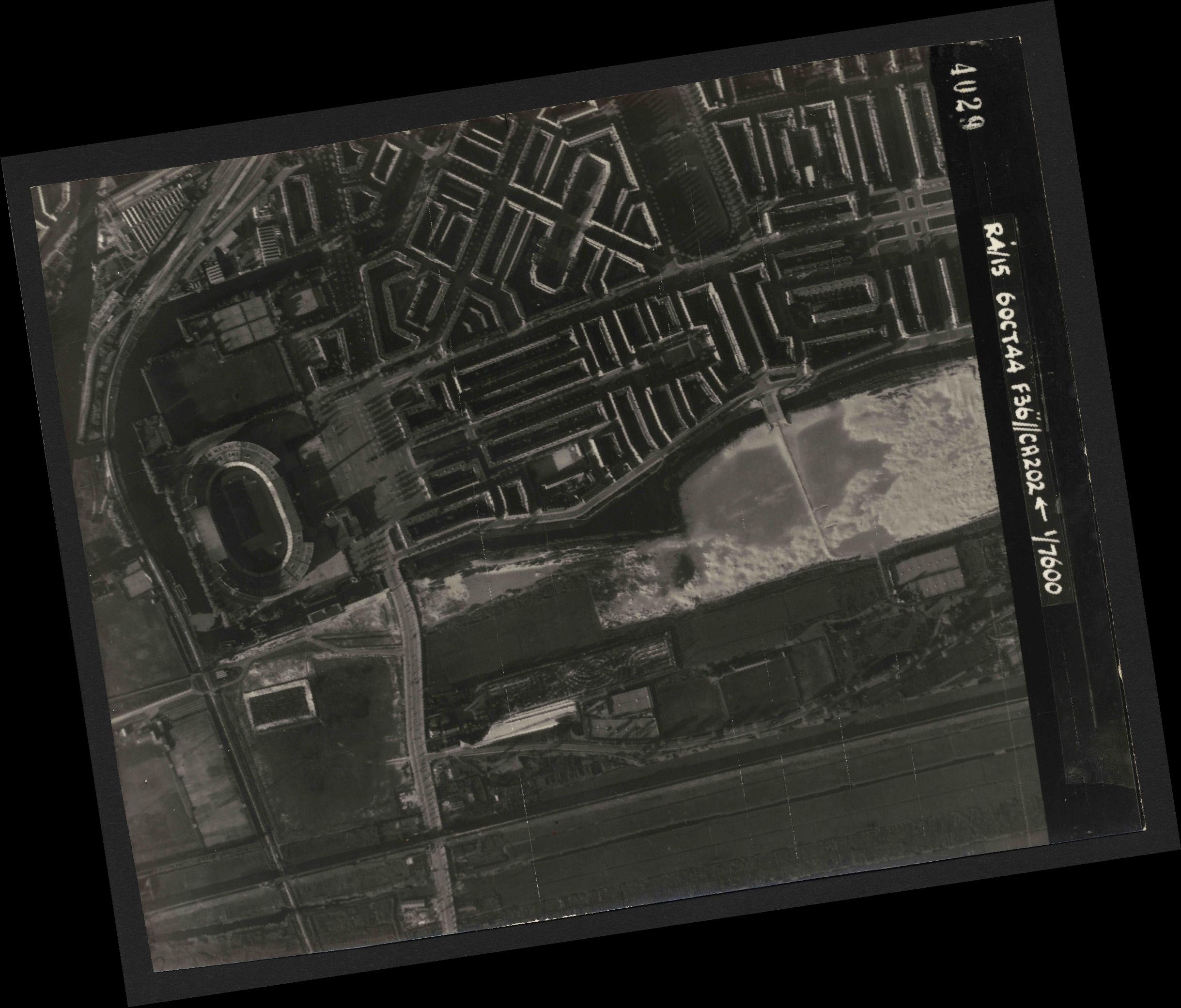 Collection RAF aerial photos 1940-1945 - flight 121, run 02, photo 4029