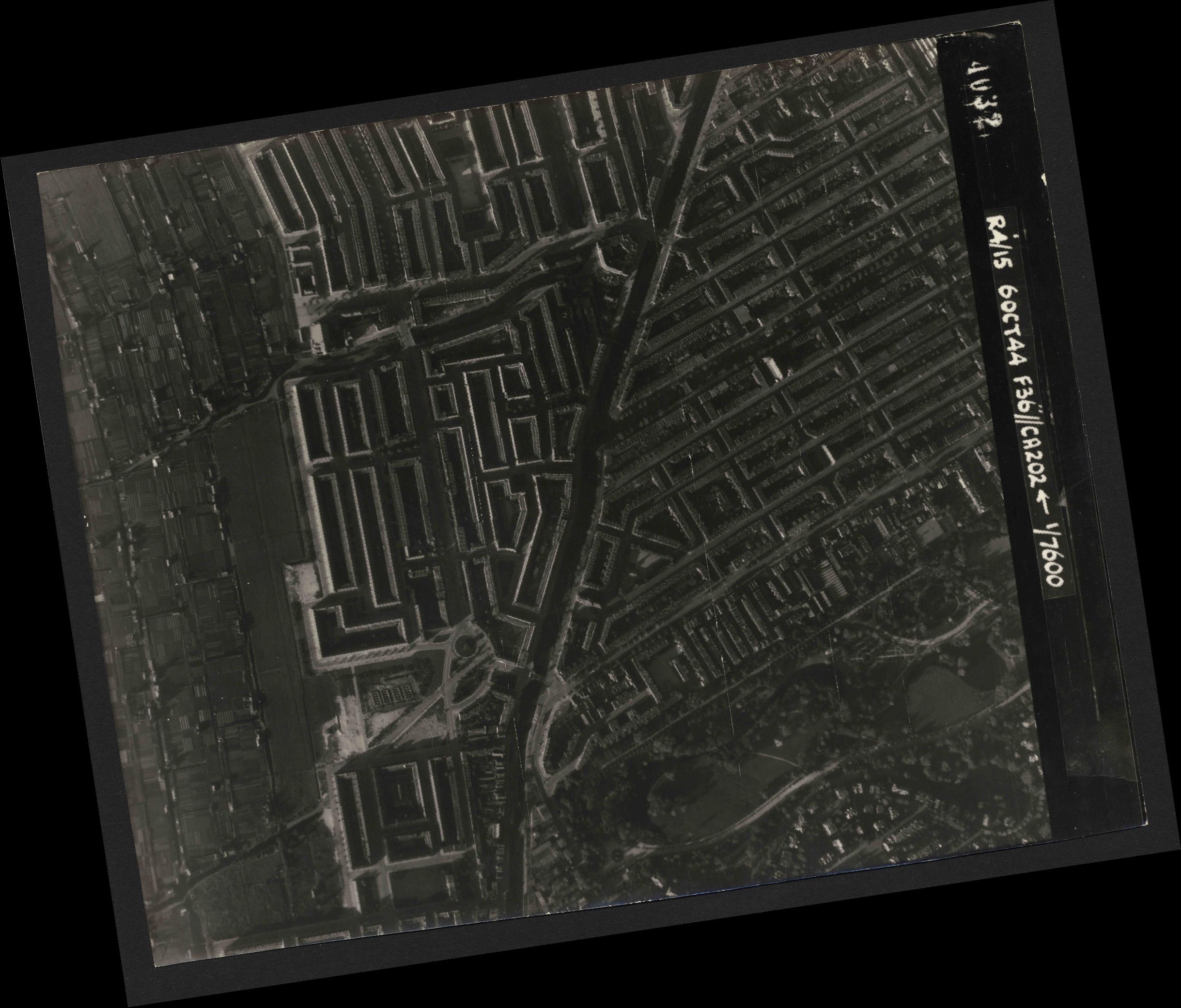 Collection RAF aerial photos 1940-1945 - flight 121, run 02, photo 4032