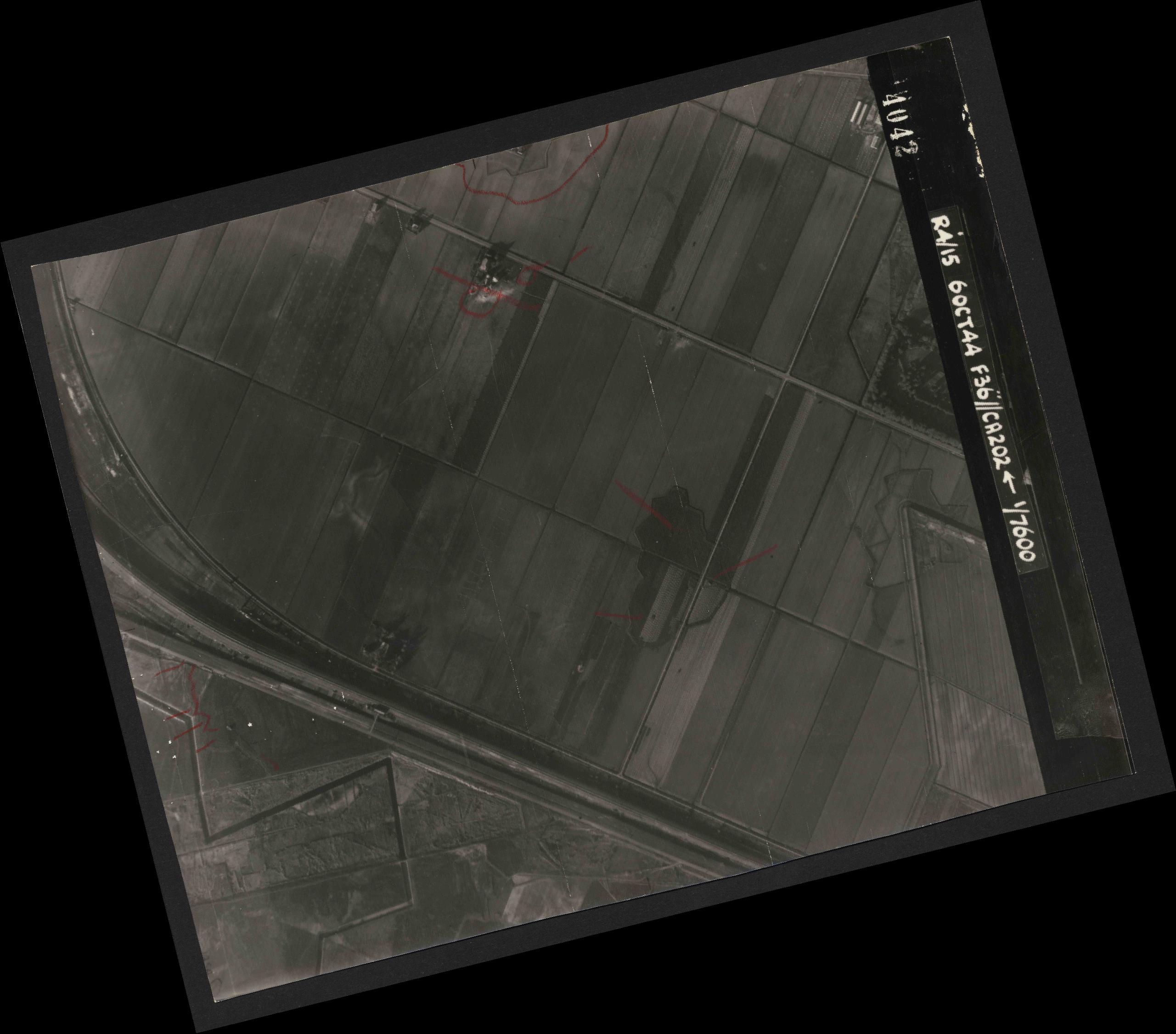 Collection RAF aerial photos 1940-1945 - flight 121, run 02, photo 4042