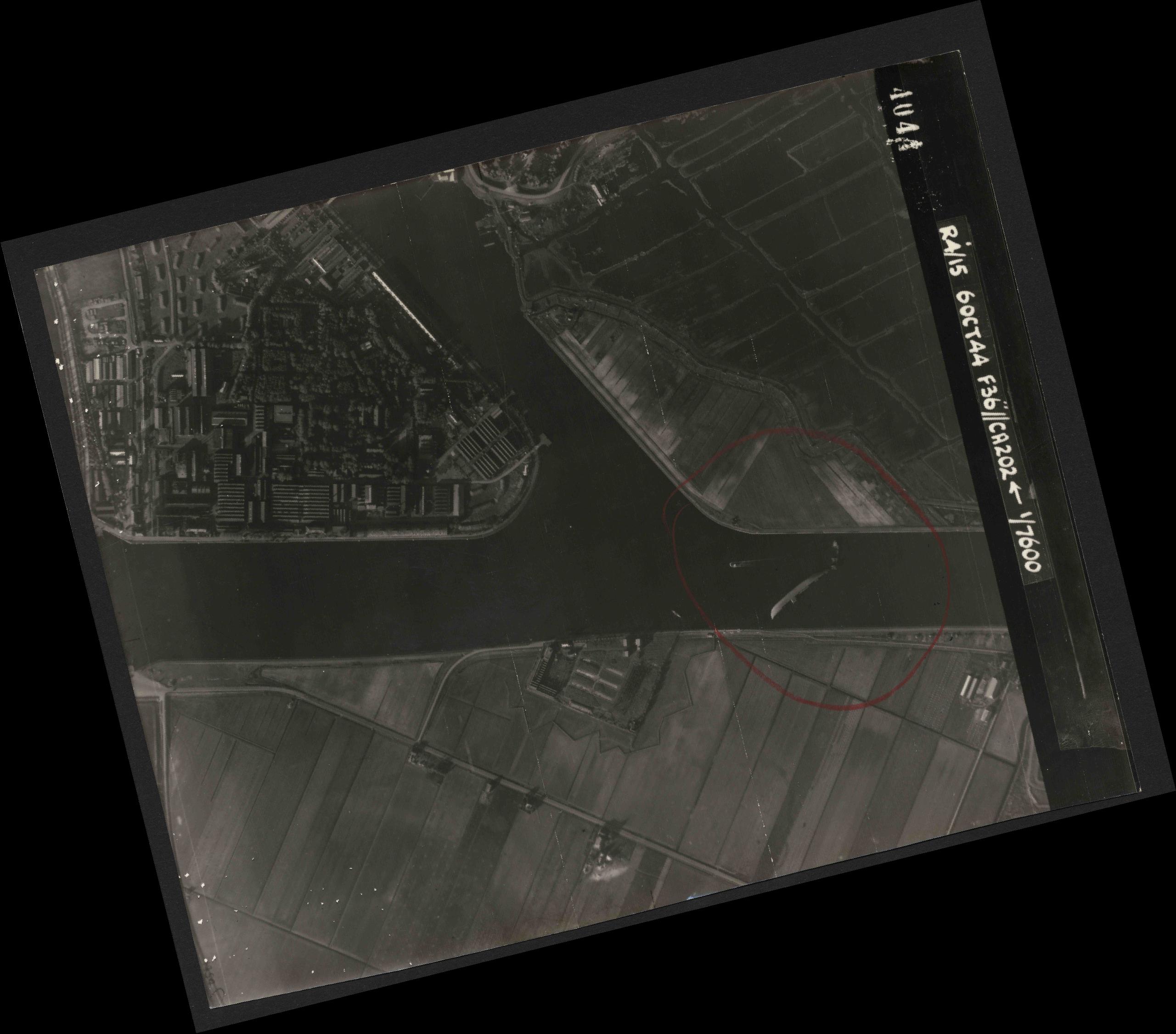 Collection RAF aerial photos 1940-1945 - flight 121, run 02, photo 4044