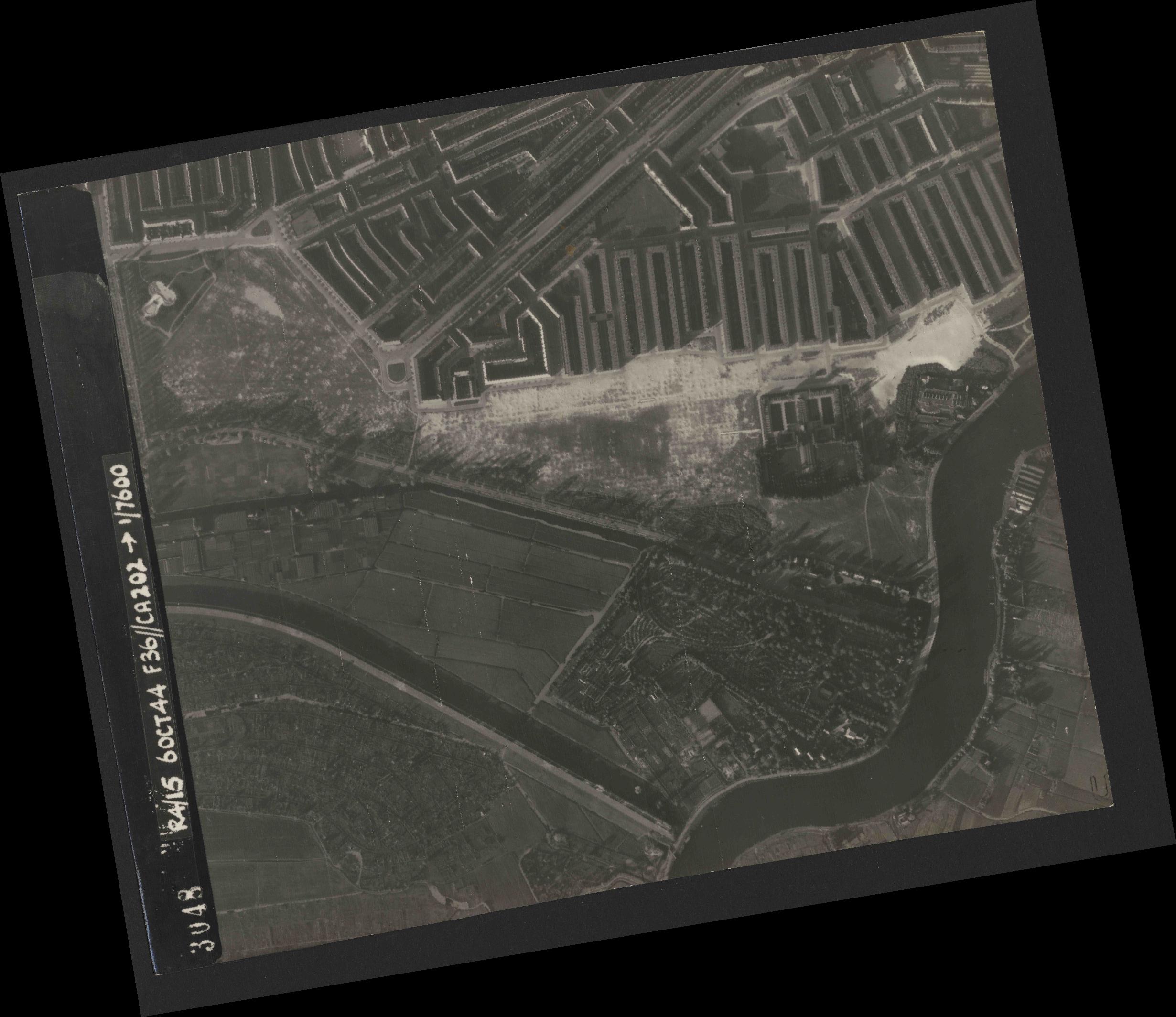 Collection RAF aerial photos 1940-1945 - flight 121, run 04, photo 3048