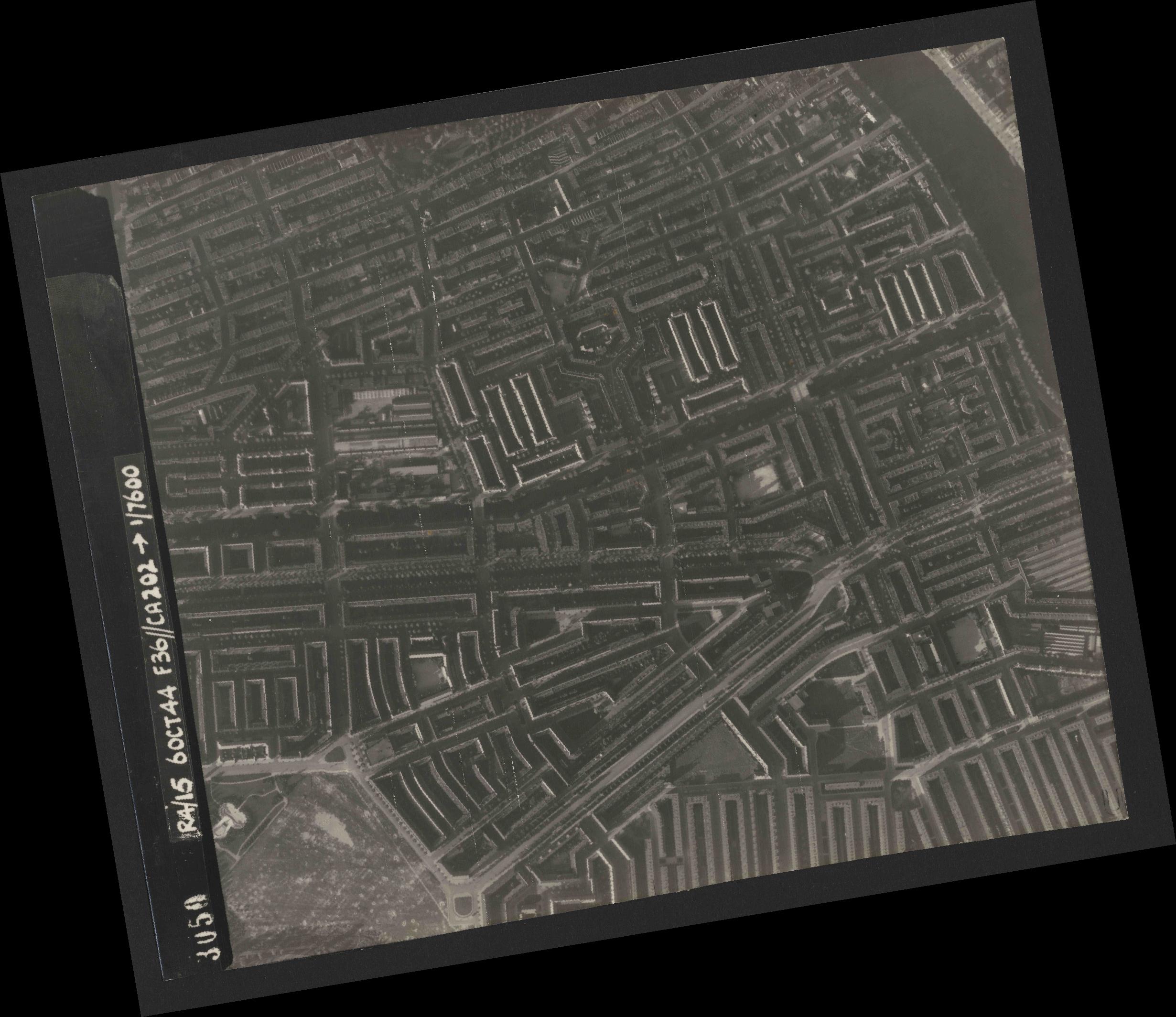 Collection RAF aerial photos 1940-1945 - flight 121, run 04, photo 3050