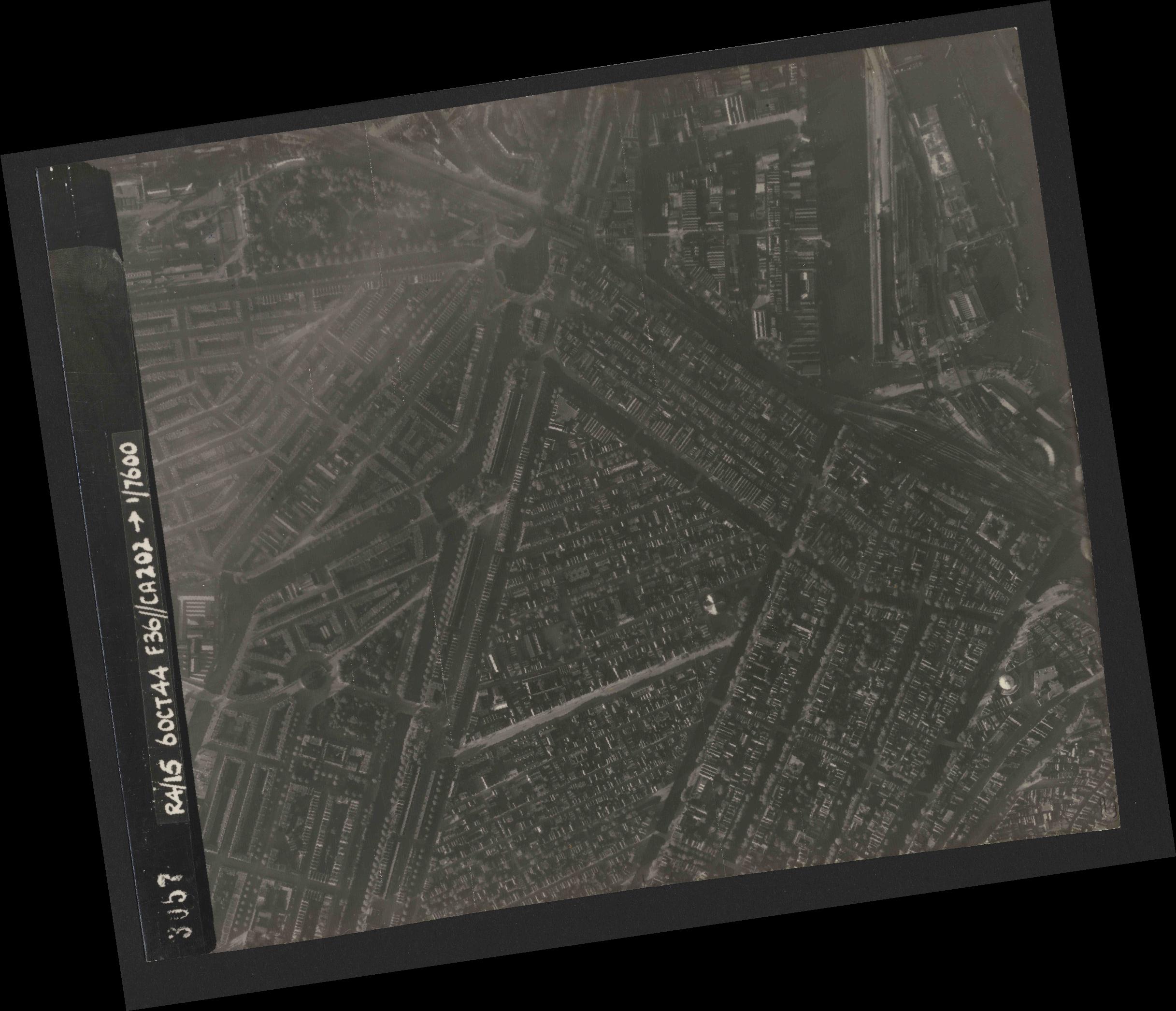 Collection RAF aerial photos 1940-1945 - flight 121, run 04, photo 3057