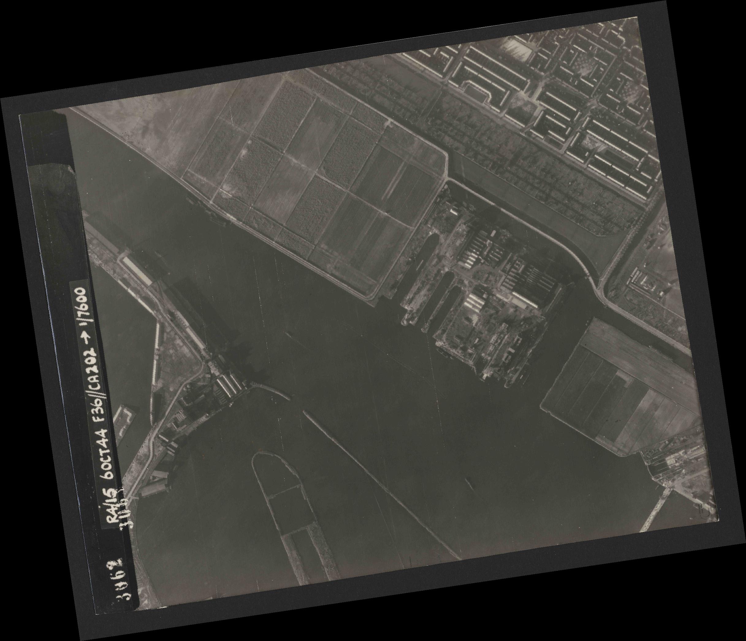 Collection RAF aerial photos 1940-1945 - flight 121, run 04, photo 3062