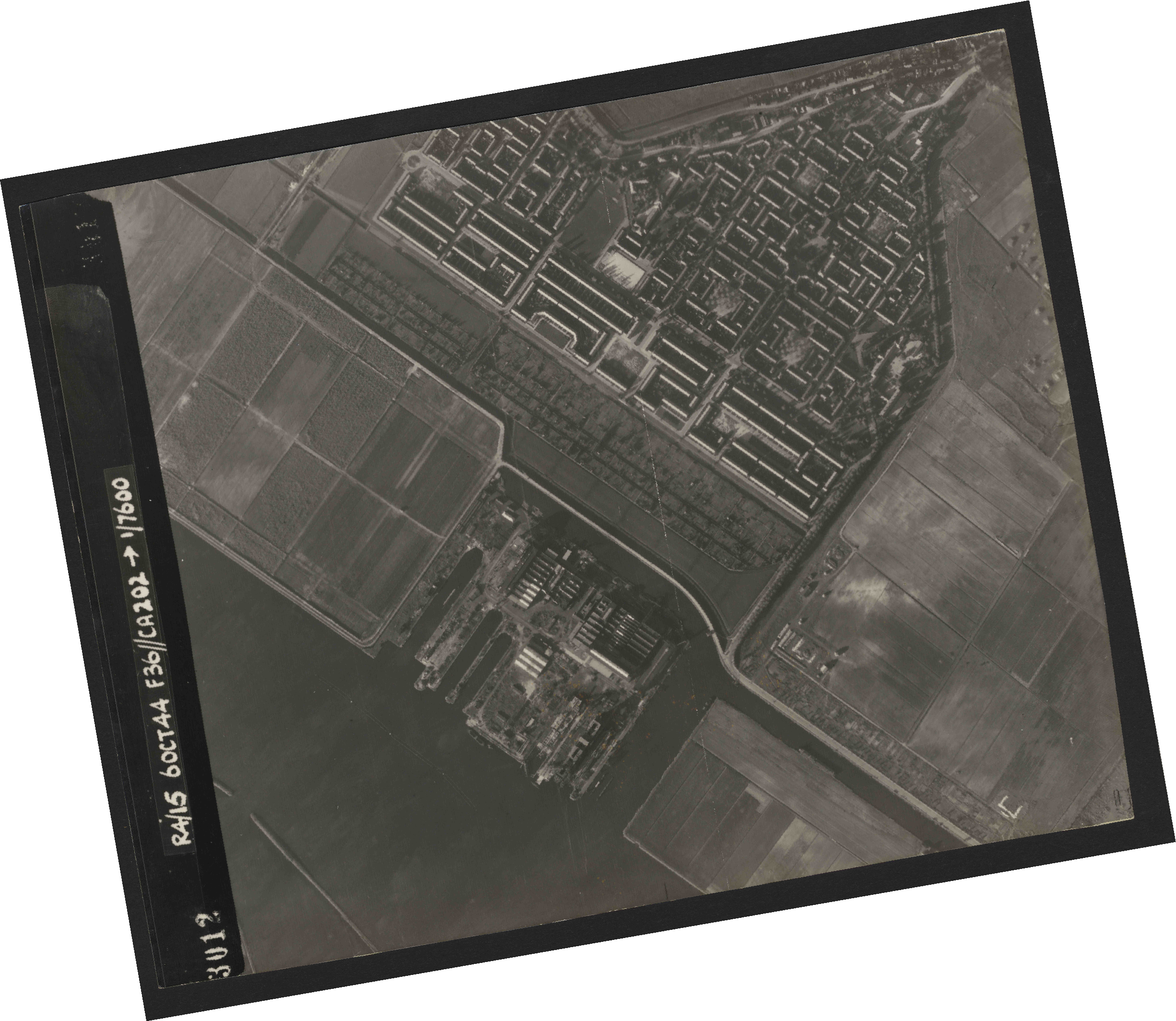 Collection RAF aerial photos 1940-1945 - flight 121, run 05, photo 3012