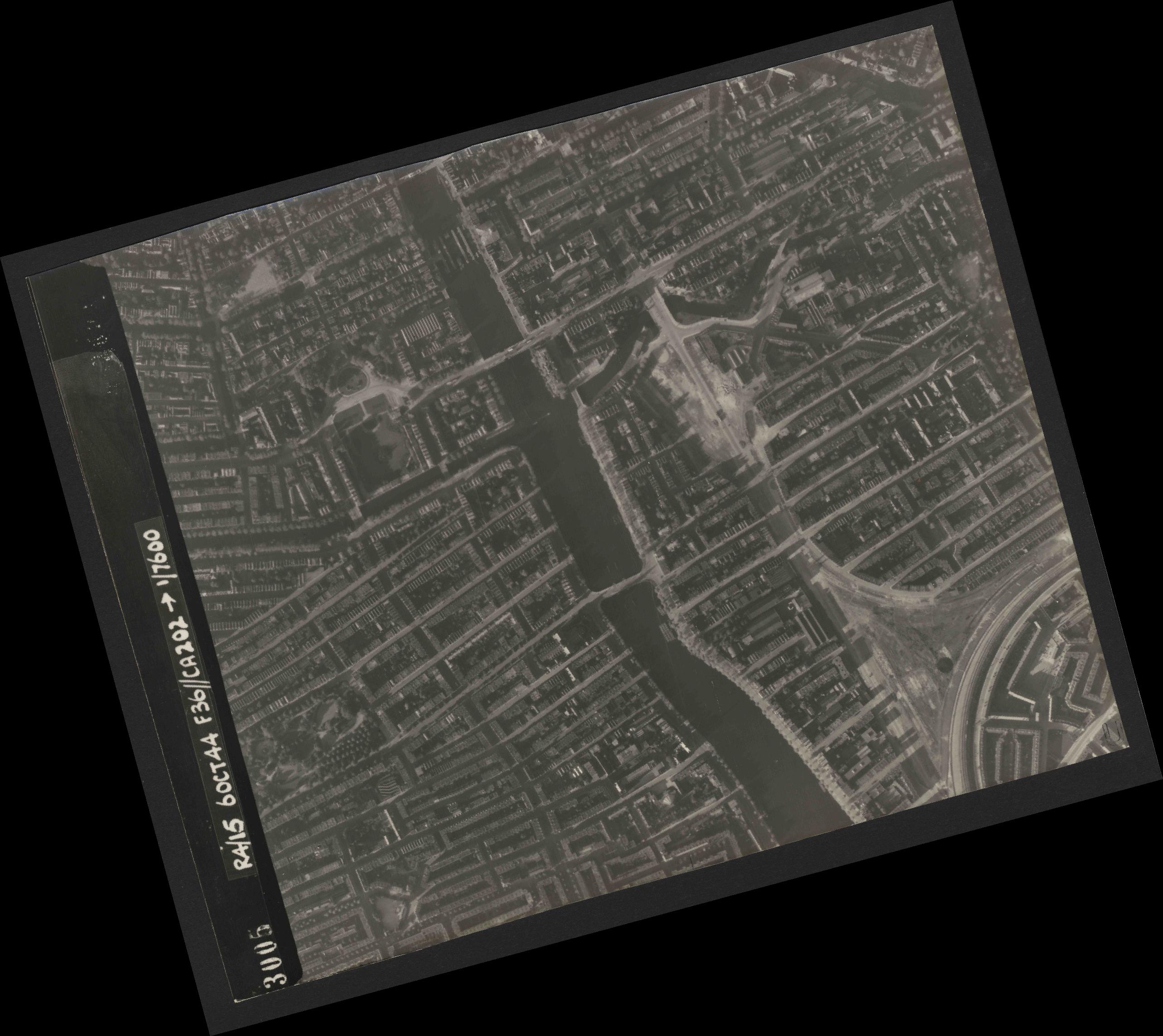 Collection RAF aerial photos 1940-1945 - flight 121, run 06, photo 3005