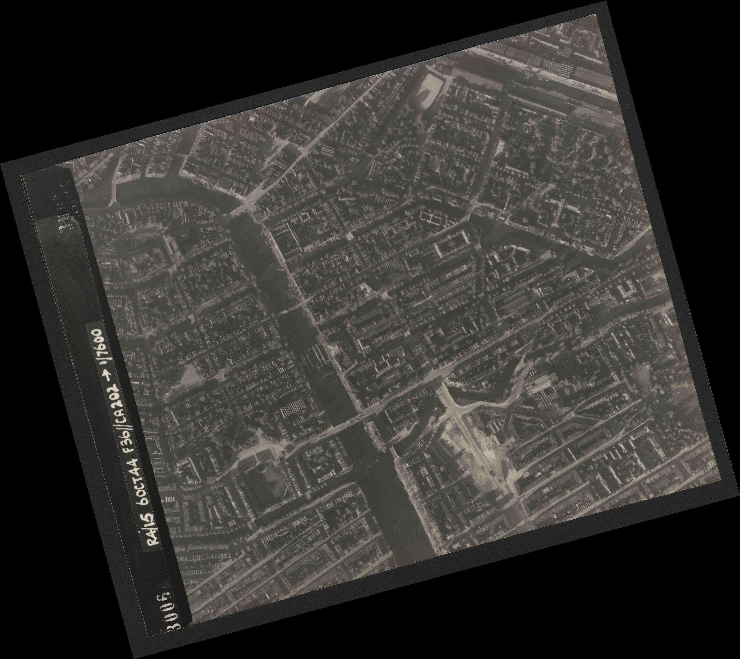 Collection RAF aerial photos 1940-1945 - flight 121, run 06, photo 3006