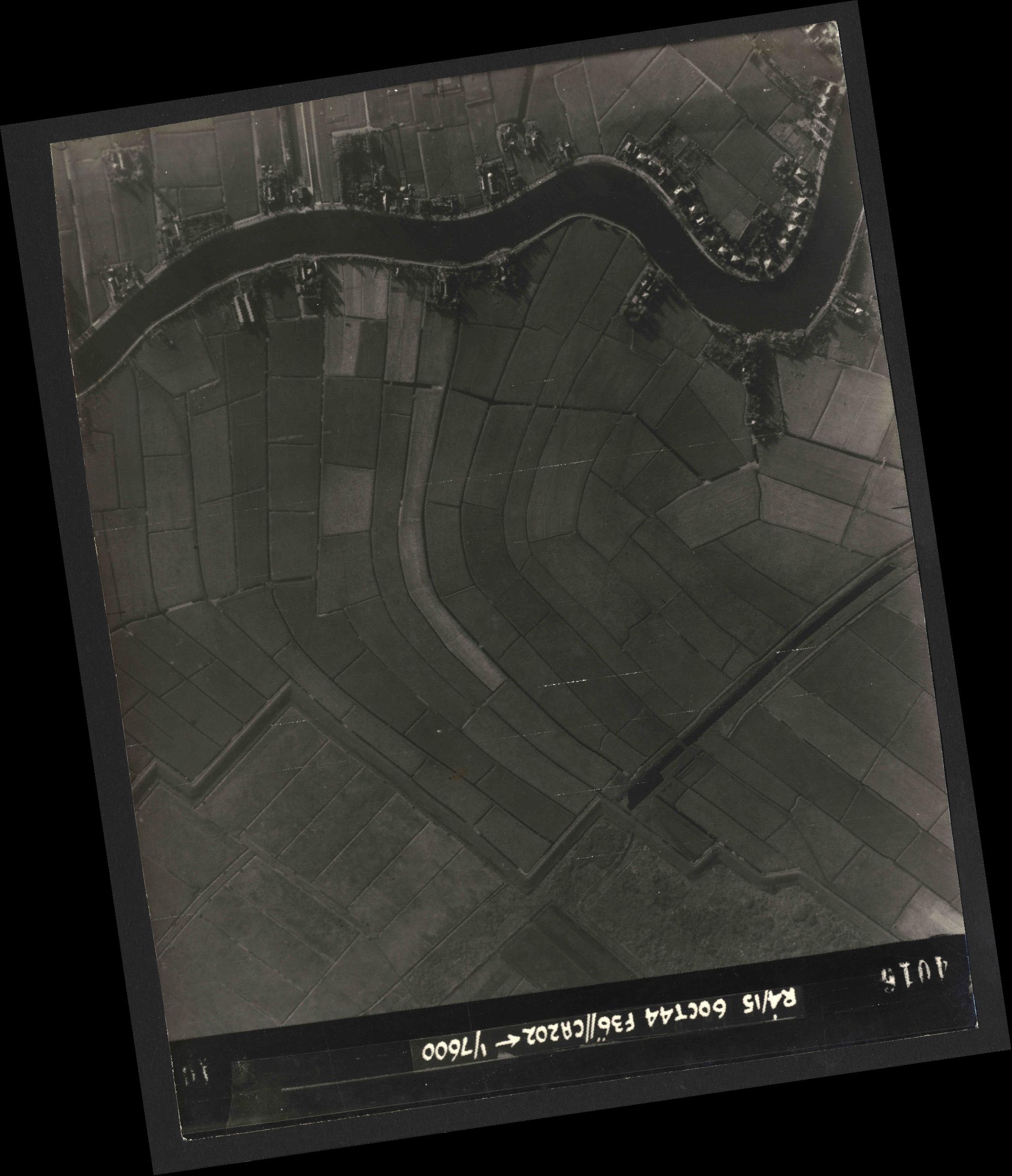 Collection RAF aerial photos 1940-1945 - flight 121, run 07, photo 4016