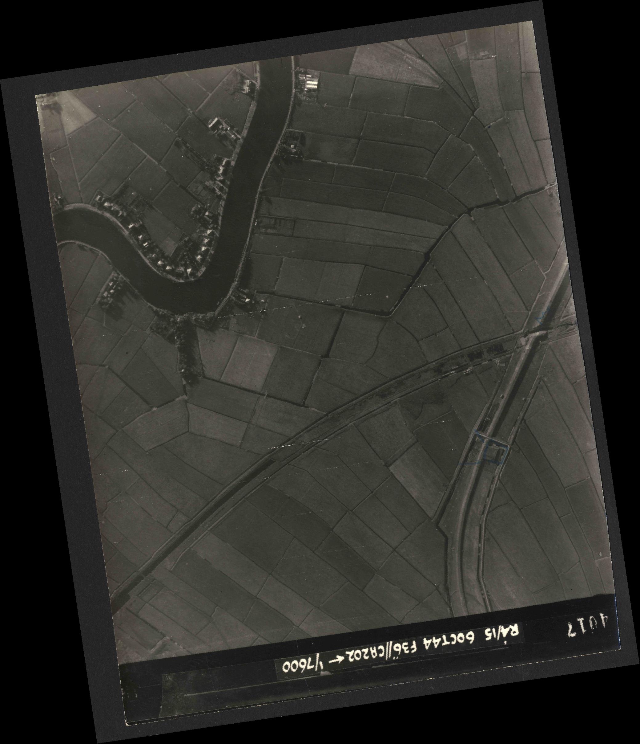 Collection RAF aerial photos 1940-1945 - flight 121, run 07, photo 4017