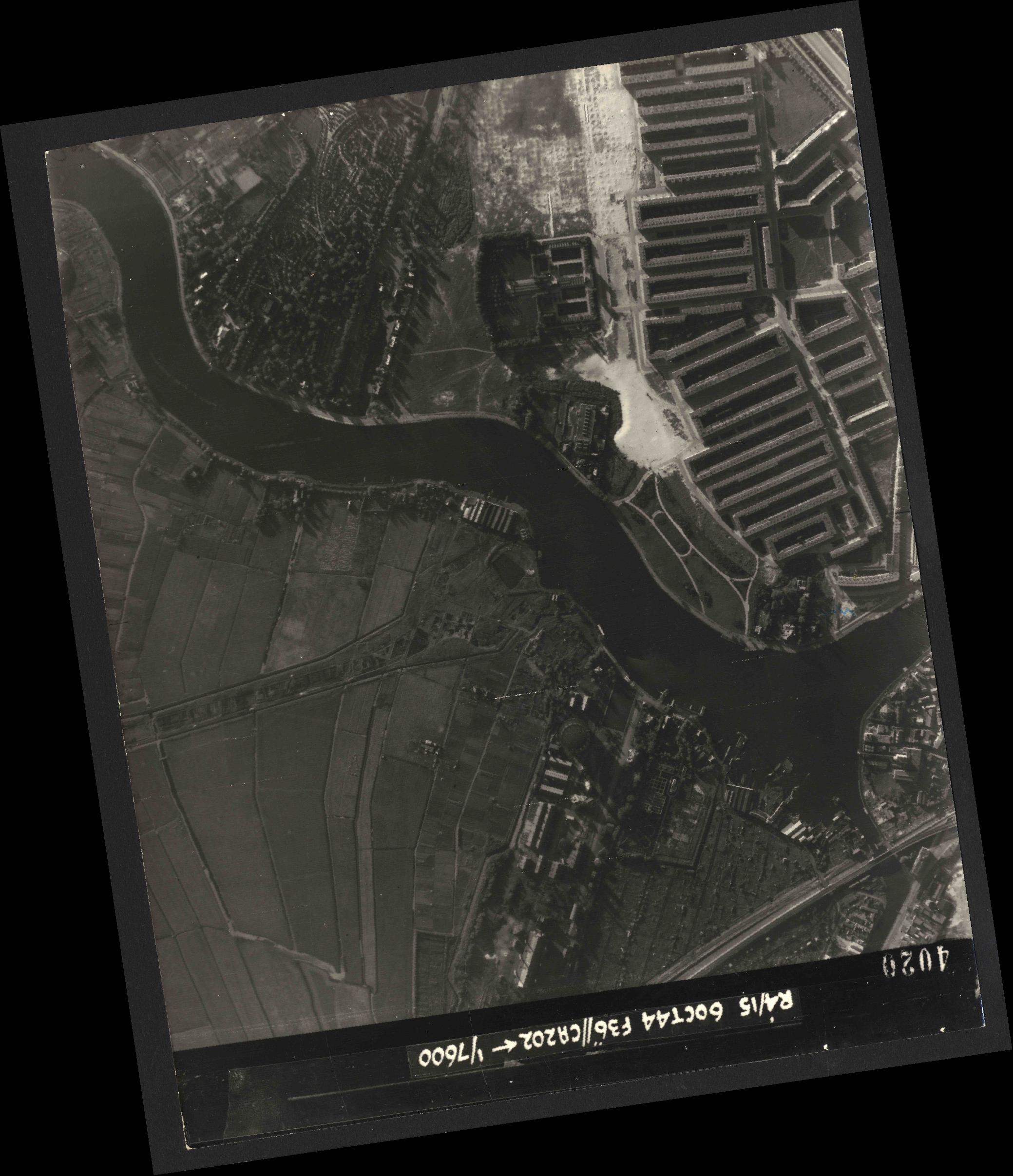 Collection RAF aerial photos 1940-1945 - flight 121, run 07, photo 4020