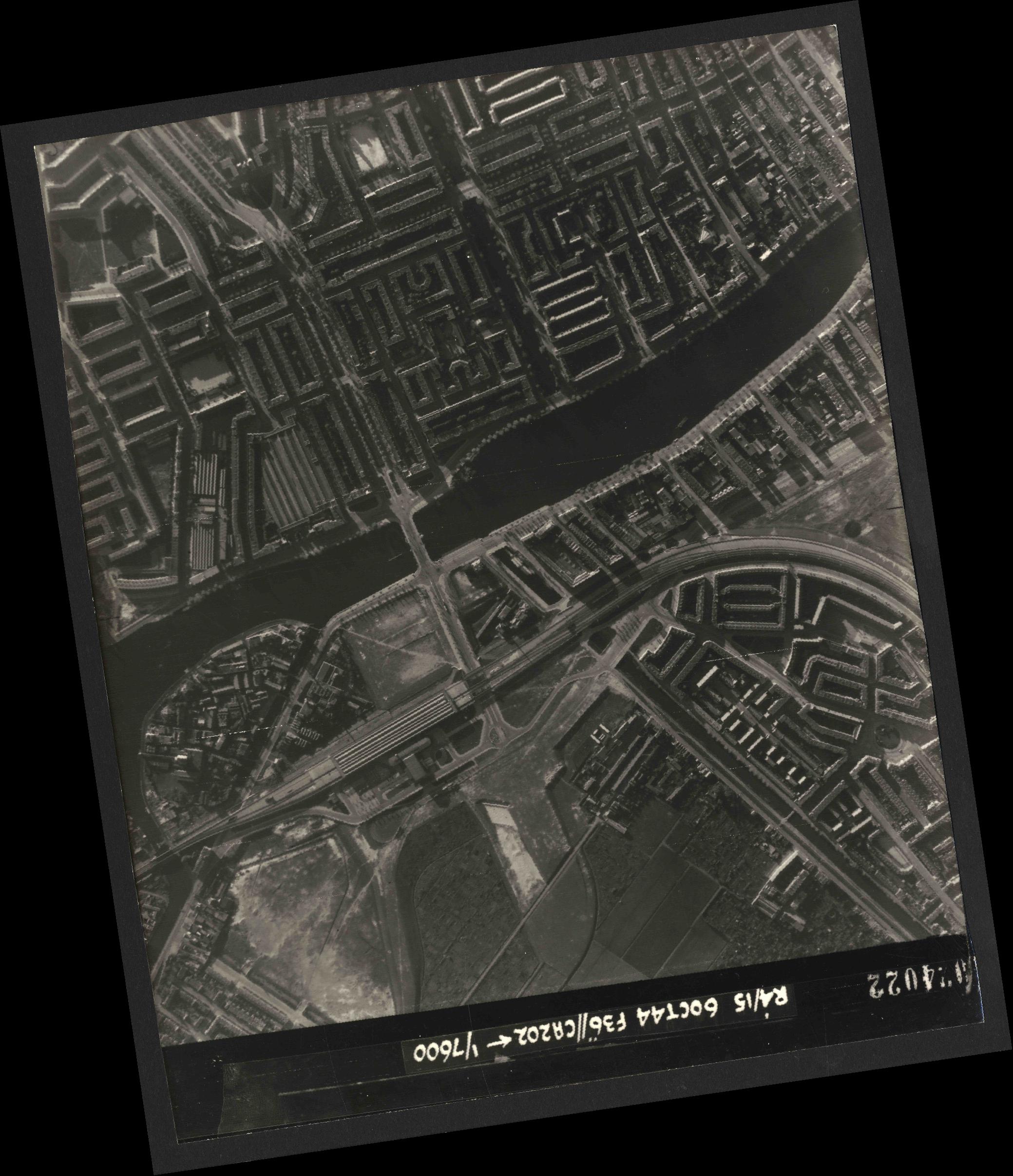 Collection RAF aerial photos 1940-1945 - flight 121, run 07, photo 4022