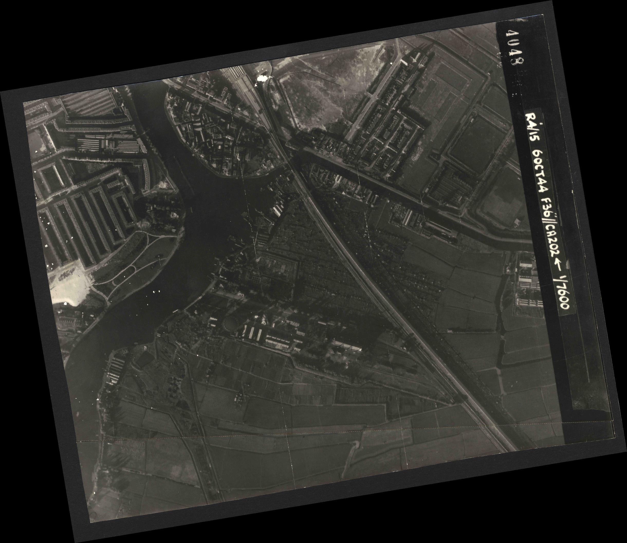 Collection RAF aerial photos 1940-1945 - flight 121, run 08, photo 4048