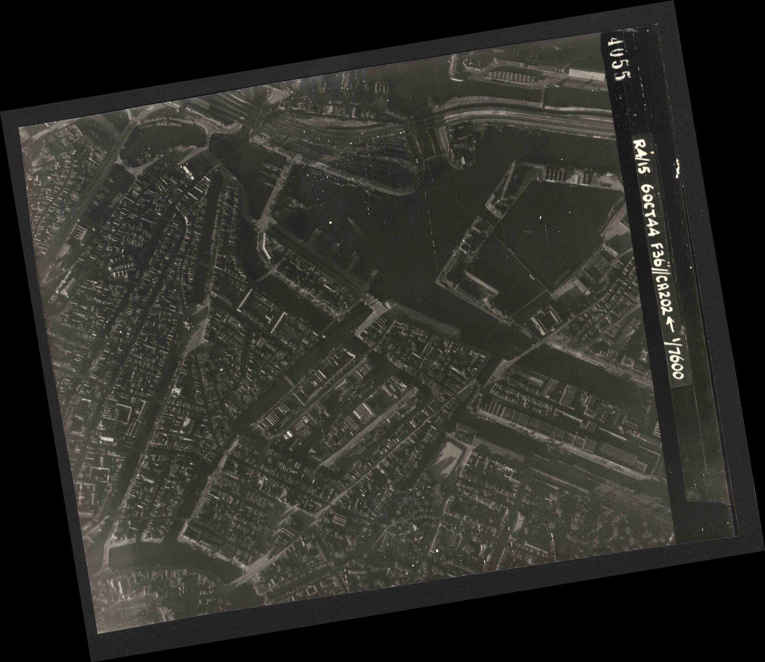 Collection RAF aerial photos 1940-1945 - flight 121, run 08, photo 4055