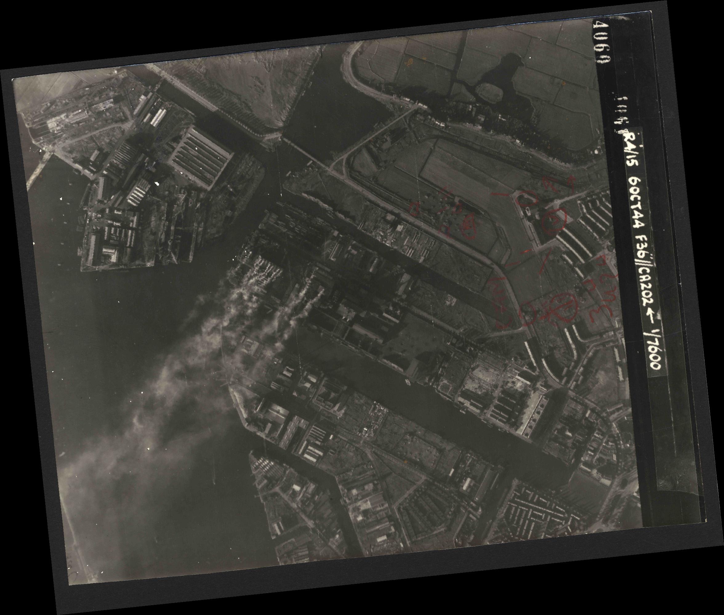 Collection RAF aerial photos 1940-1945 - flight 121, run 08, photo 4060