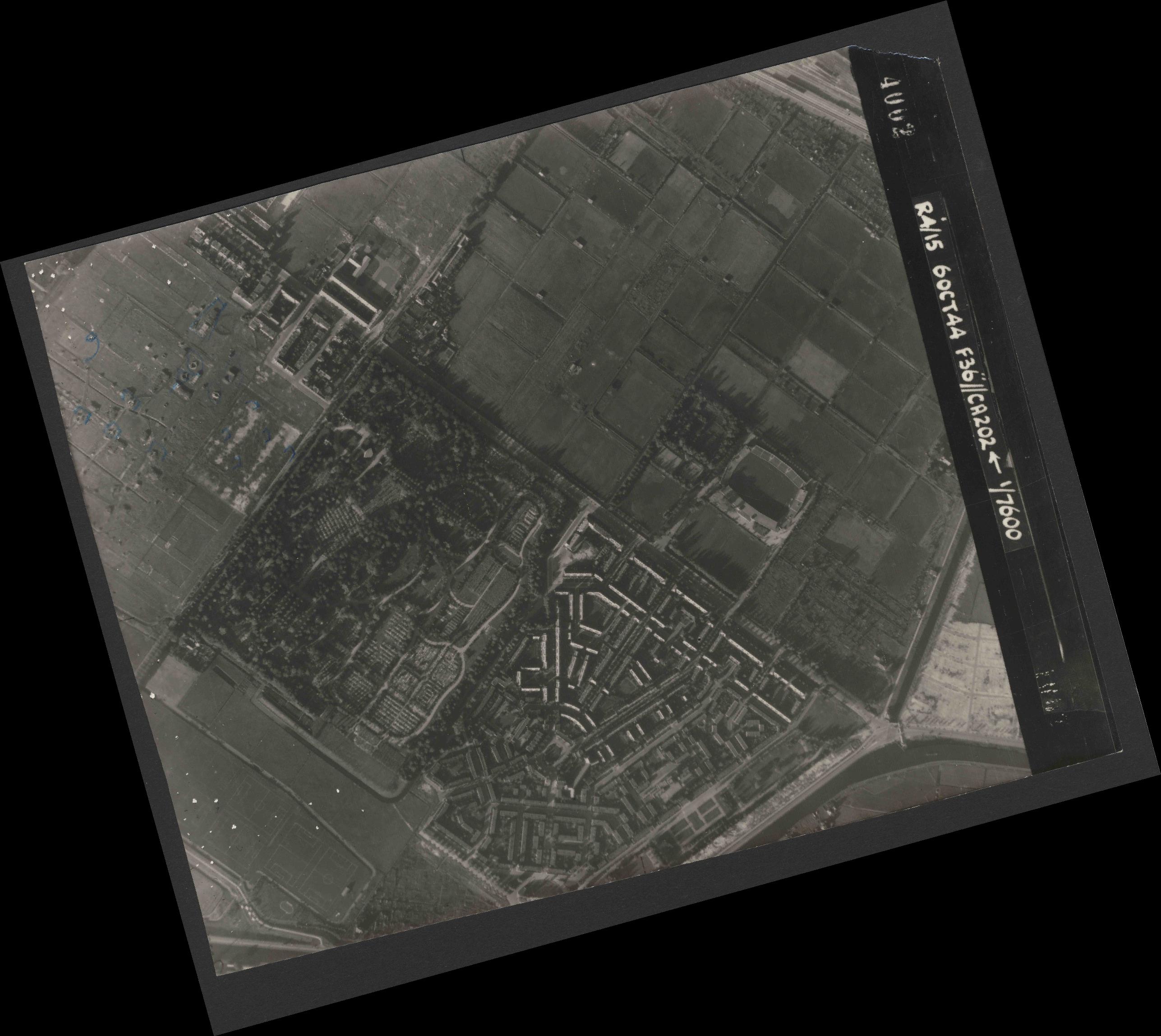 Collection RAF aerial photos 1940-1945 - flight 121, run 10, photo 4002
