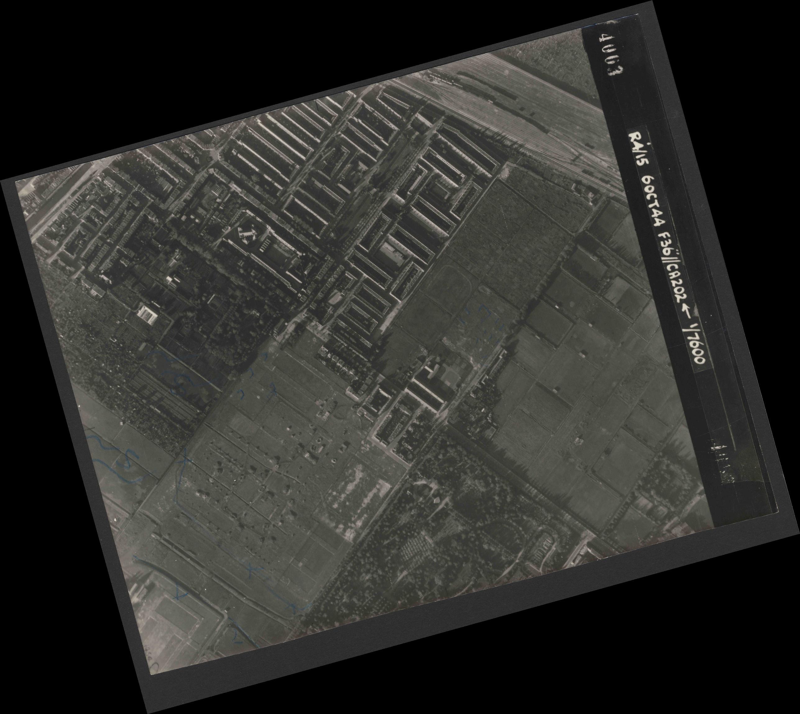 Collection RAF aerial photos 1940-1945 - flight 121, run 10, photo 4003
