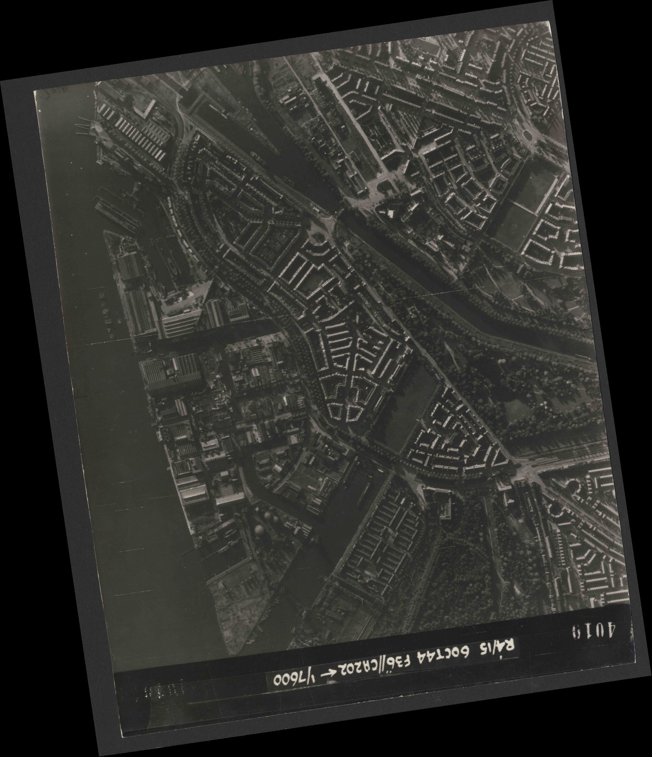 Collection RAF aerial photos 1940-1945 - flight 121, run 10, photo 4010