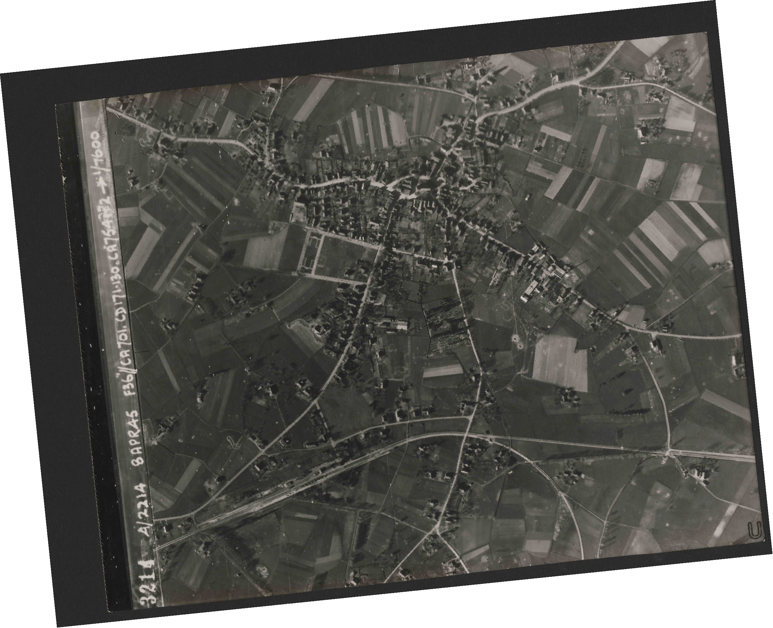 Collection RAF aerial photos 1940-1945 - flight 122, run 03, photo 3214