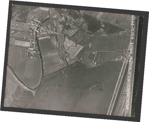 Collection RAF aerial photos 1940-1945 - flight 123, run 02, photo 3183