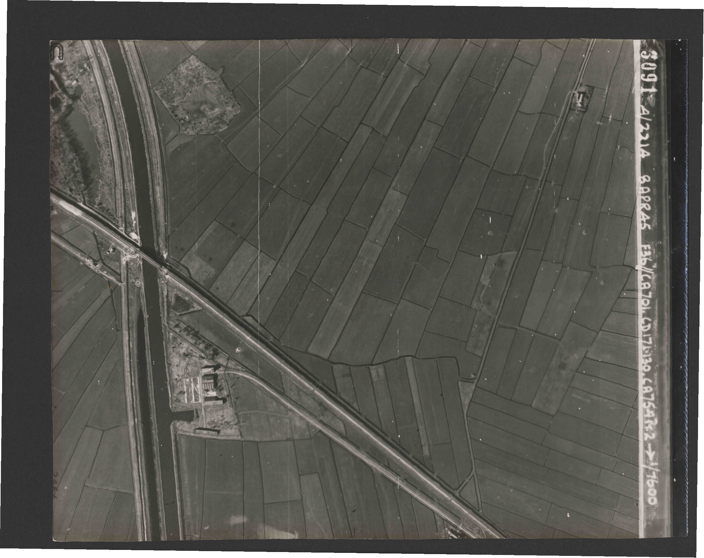Collection RAF aerial photos 1940-1945 - flight 123, run 04, photo 3091