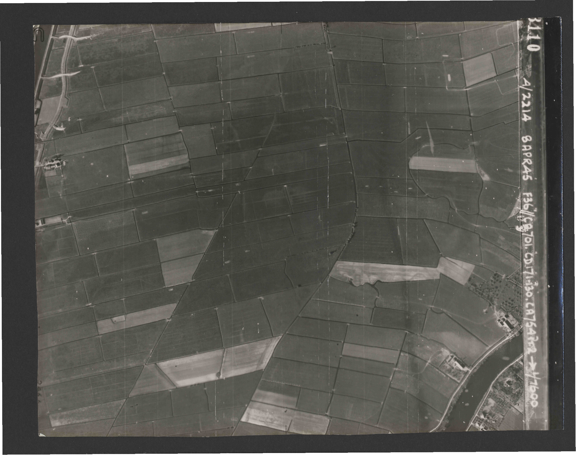Collection RAF aerial photos 1940-1945 - flight 123, run 04, photo 3110