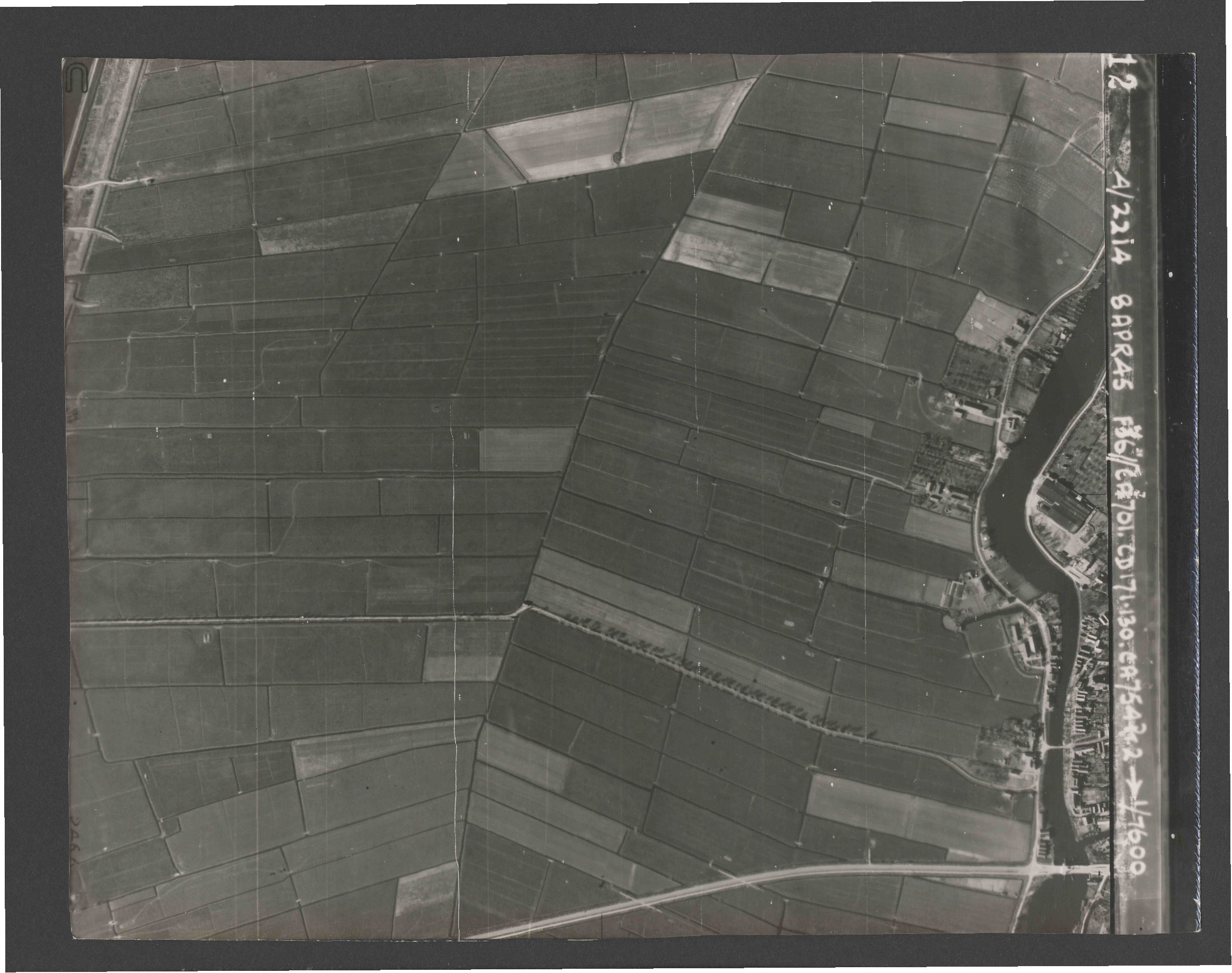 Collection RAF aerial photos 1940-1945 - flight 123, run 04, photo 3112