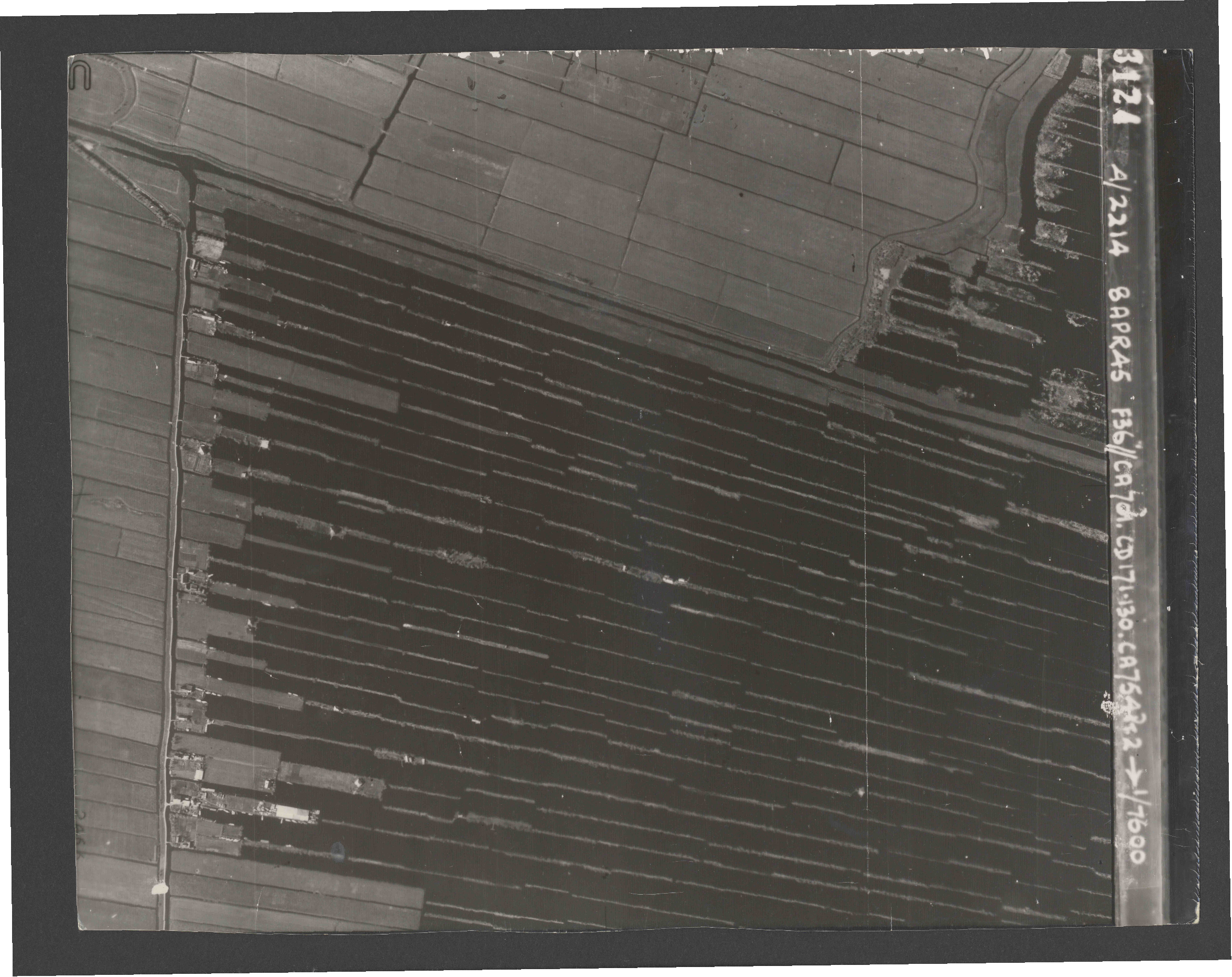 Collection RAF aerial photos 1940-1945 - flight 123, run 04, photo 3124