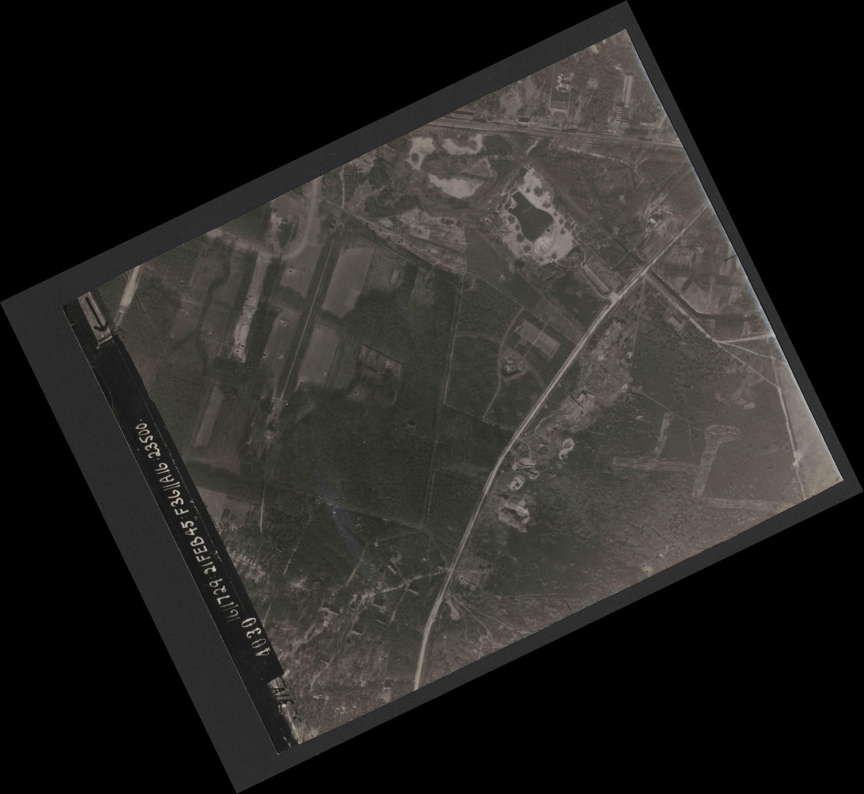 Collection RAF aerial photos 1940-1945 - flight 127, run 01, photo 4030
