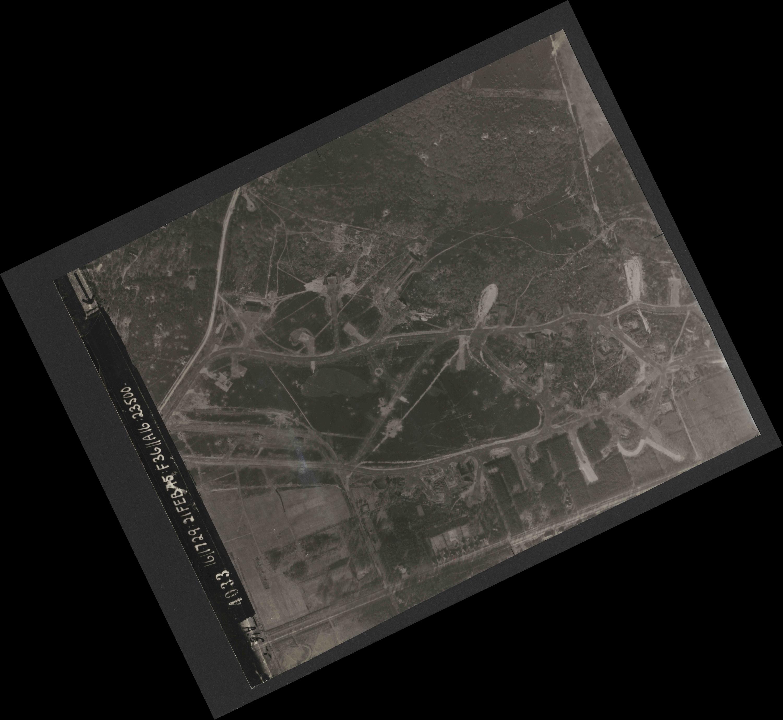 Collection RAF aerial photos 1940-1945 - flight 127, run 01, photo 4033
