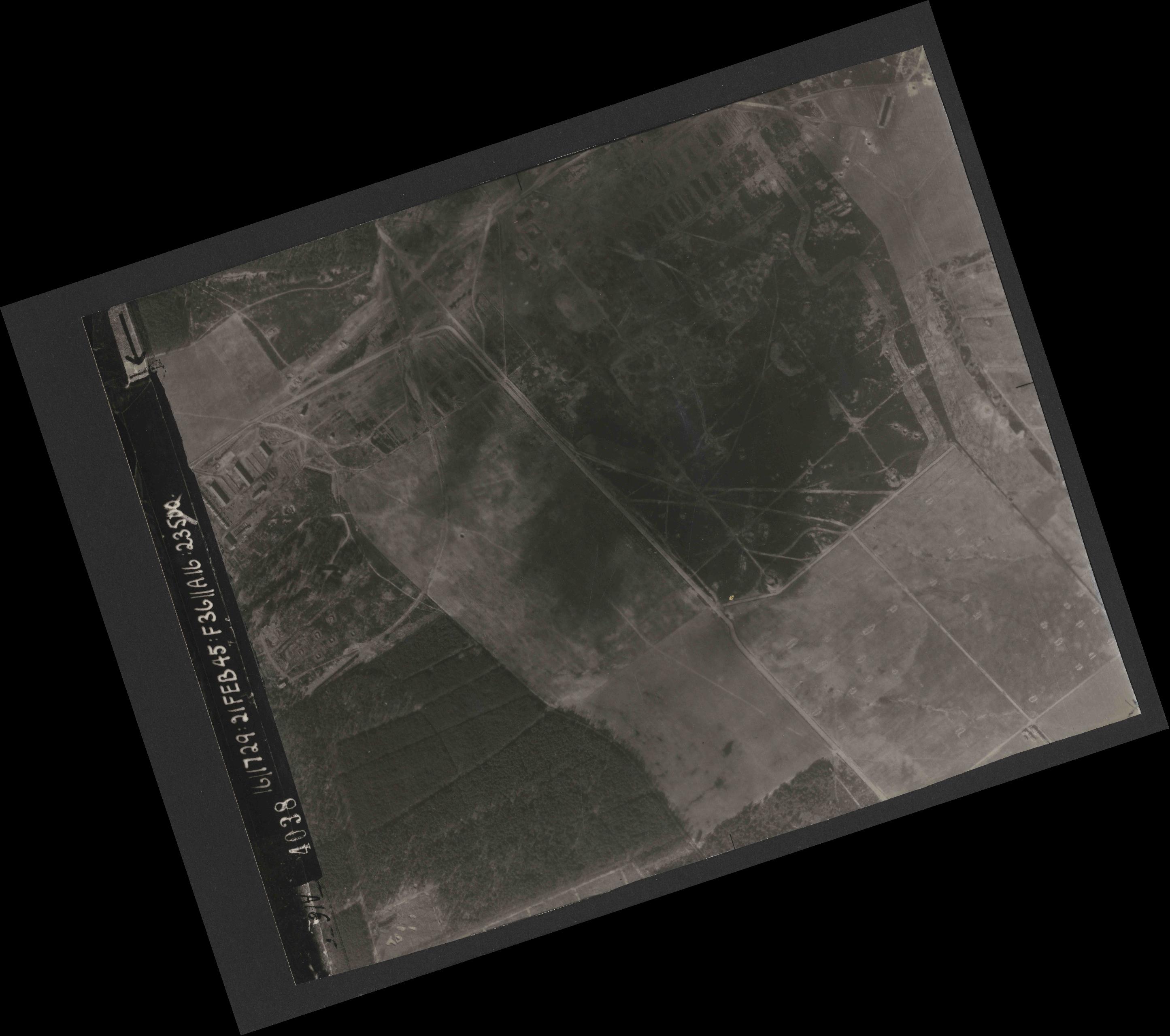 Collection RAF aerial photos 1940-1945 - flight 127, run 01, photo 4038