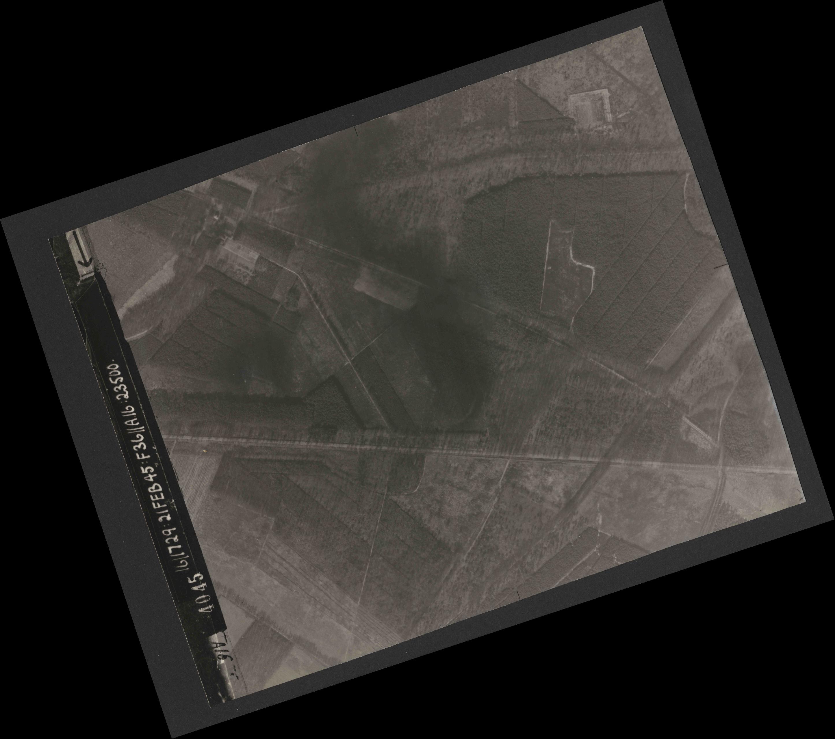 Collection RAF aerial photos 1940-1945 - flight 127, run 01, photo 4045