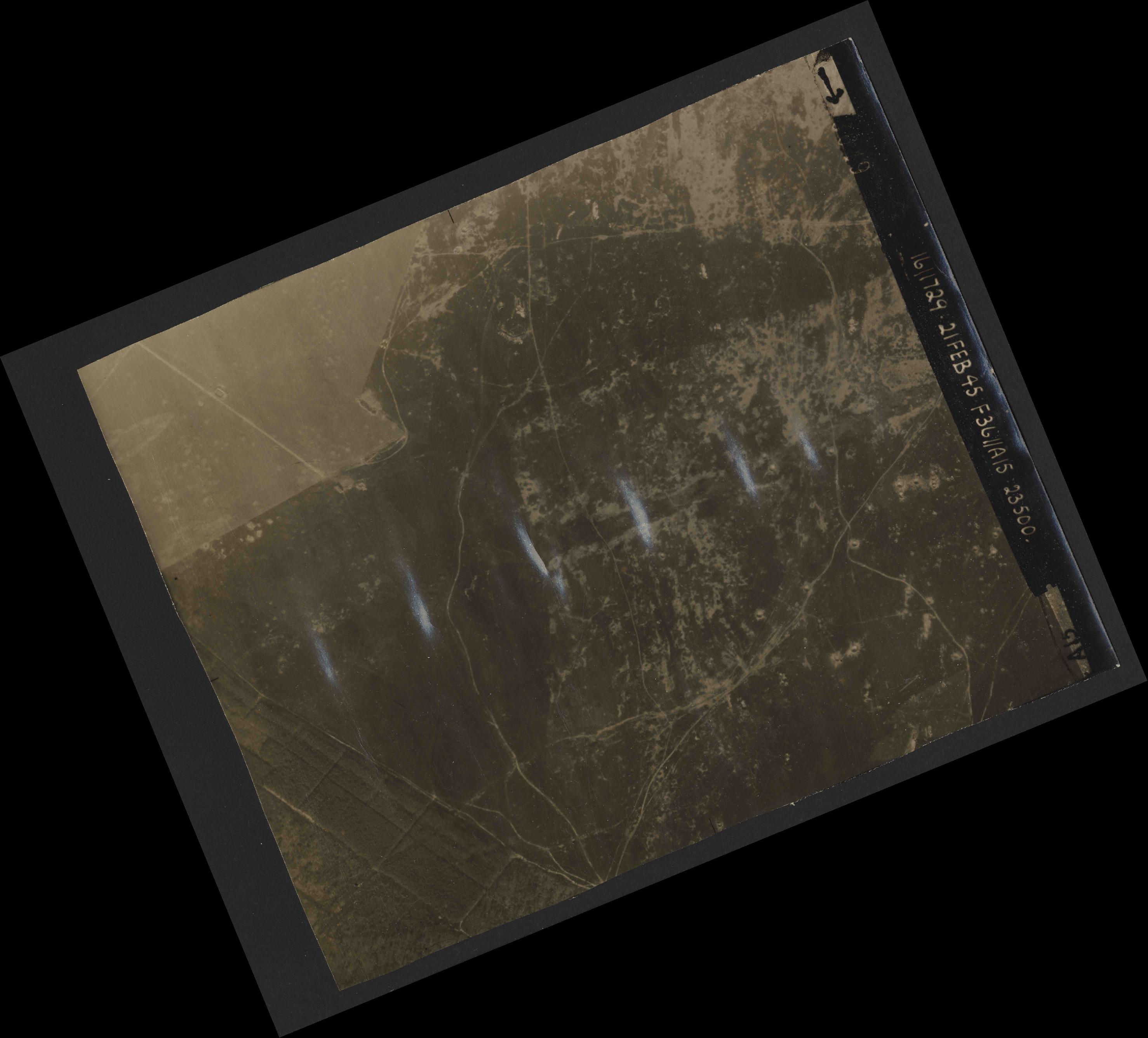 Collection RAF aerial photos 1940-1945 - flight 127, run 02, photo 3049