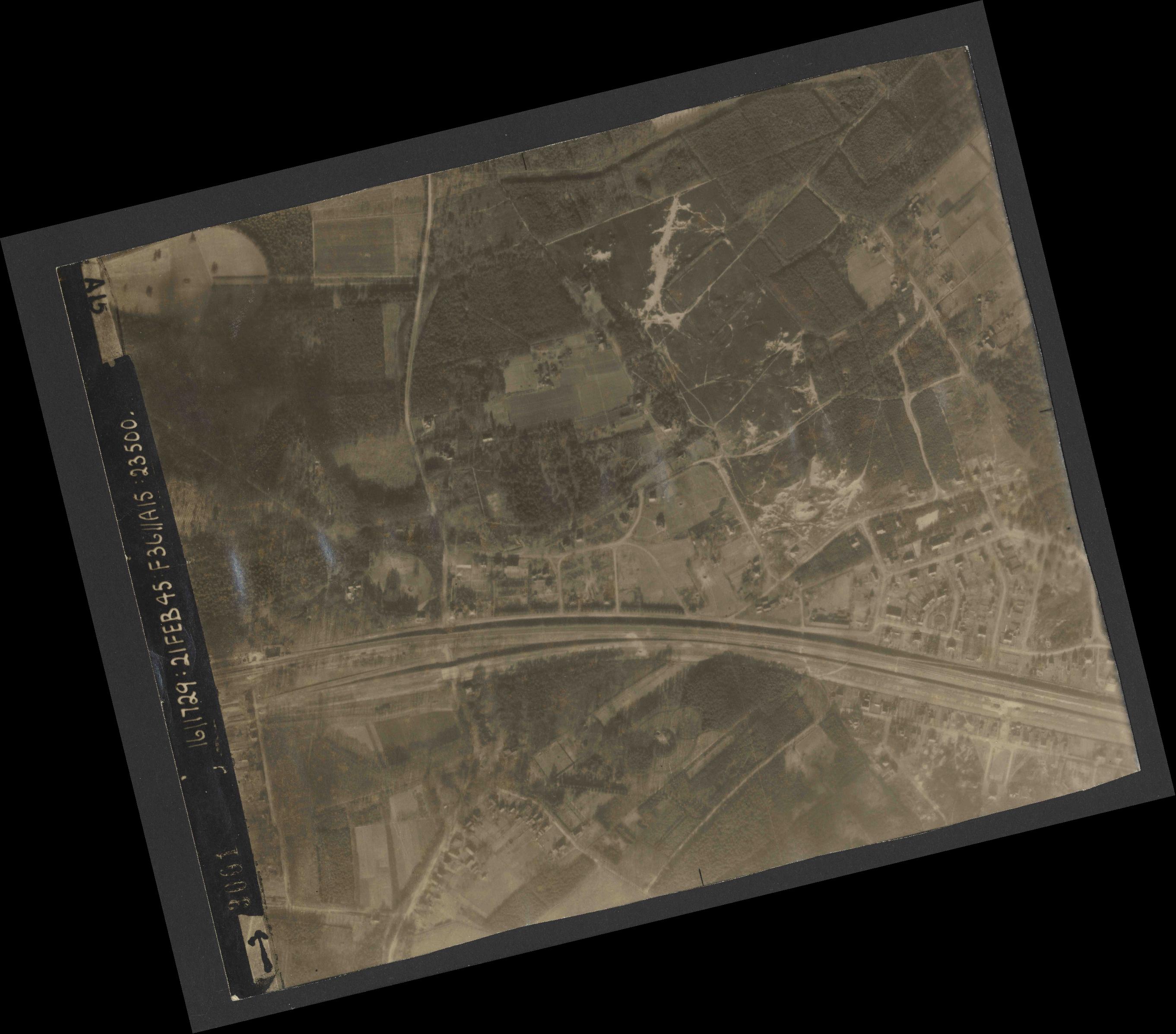 Collection RAF aerial photos 1940-1945 - flight 127, run 03, photo 3001