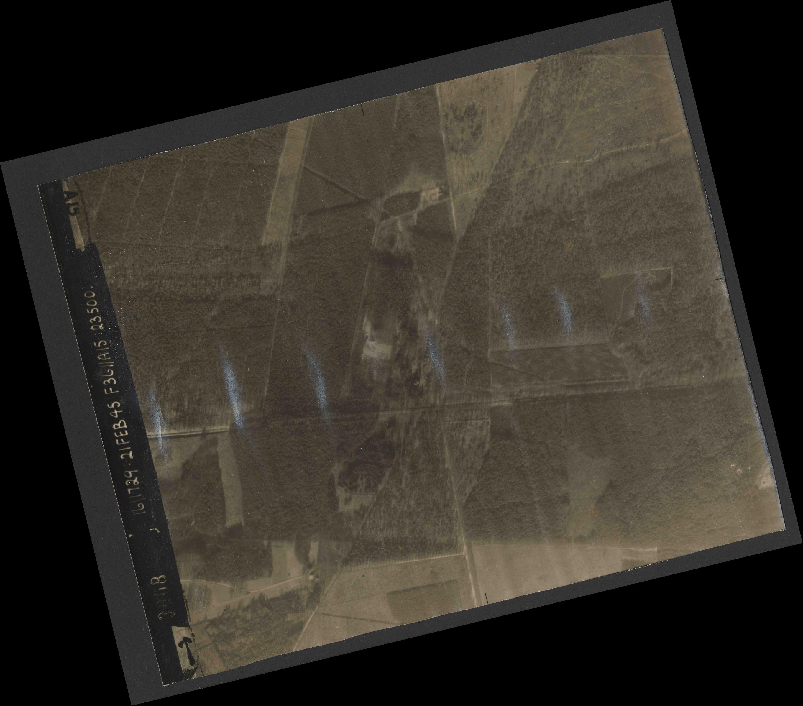 Collection RAF aerial photos 1940-1945 - flight 127, run 03, photo 3008