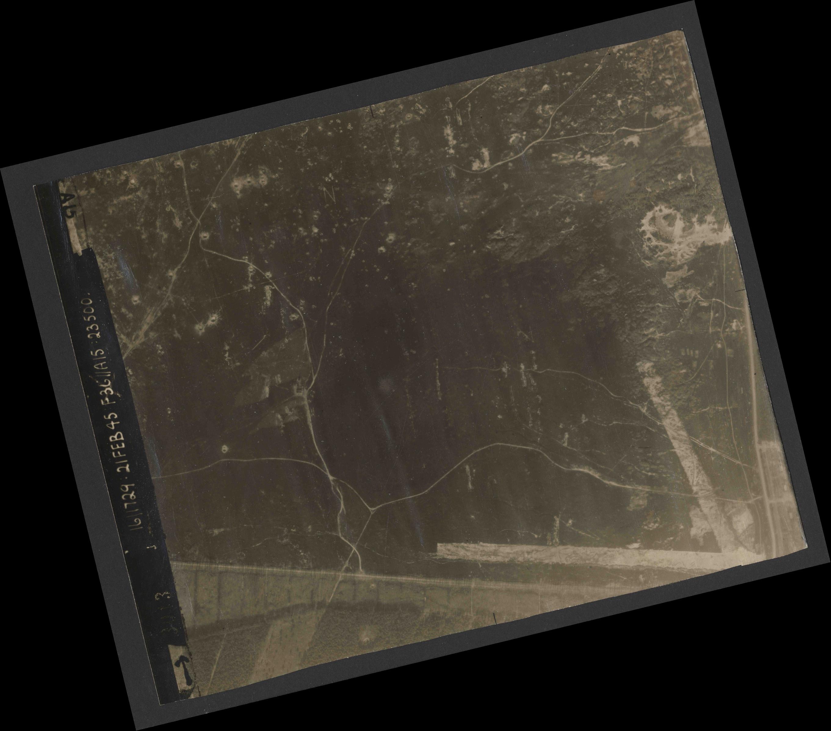 Collection RAF aerial photos 1940-1945 - flight 127, run 03, photo 3013