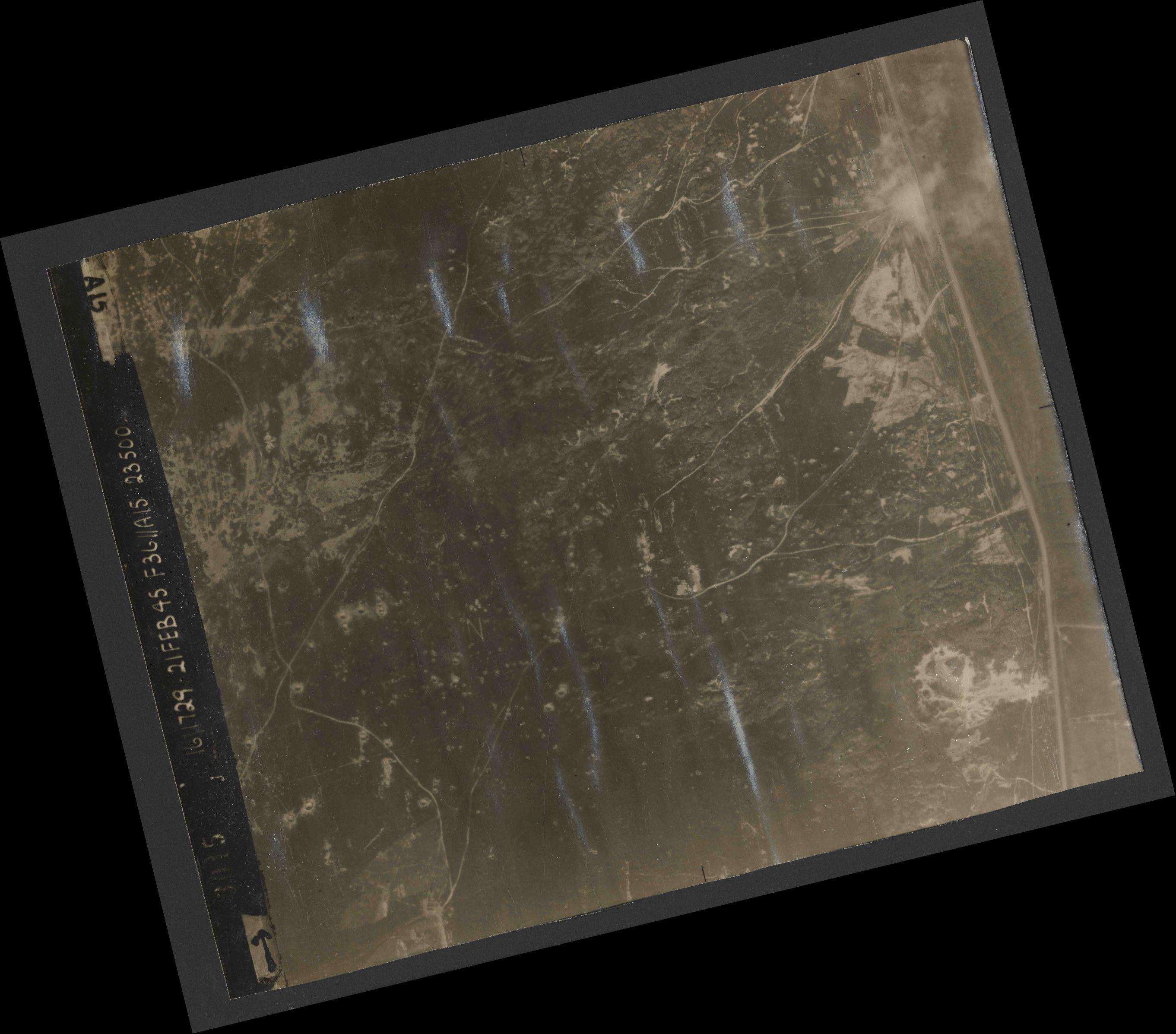 Collection RAF aerial photos 1940-1945 - flight 127, run 03, photo 3015