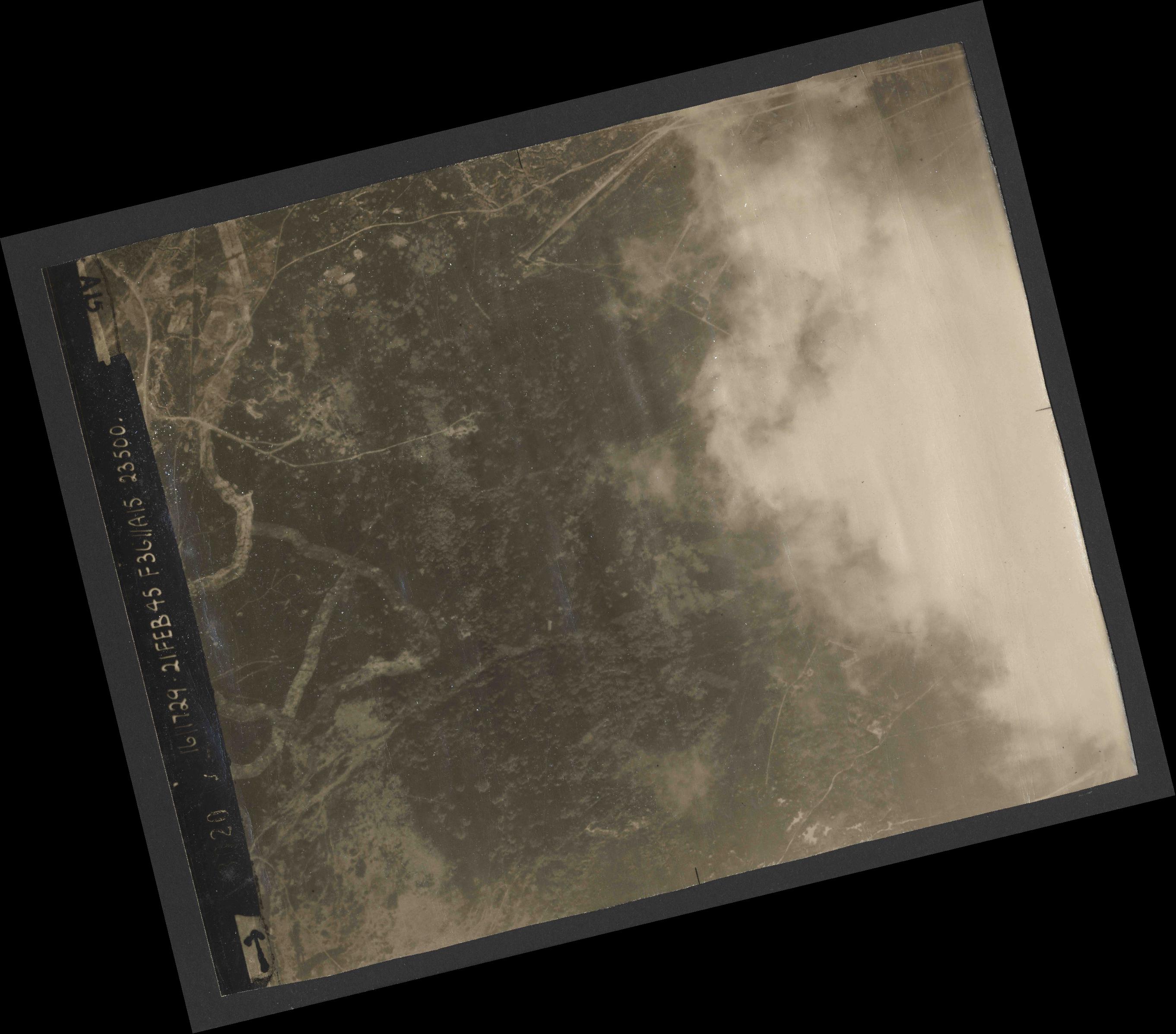 Collection RAF aerial photos 1940-1945 - flight 127, run 03, photo 3020