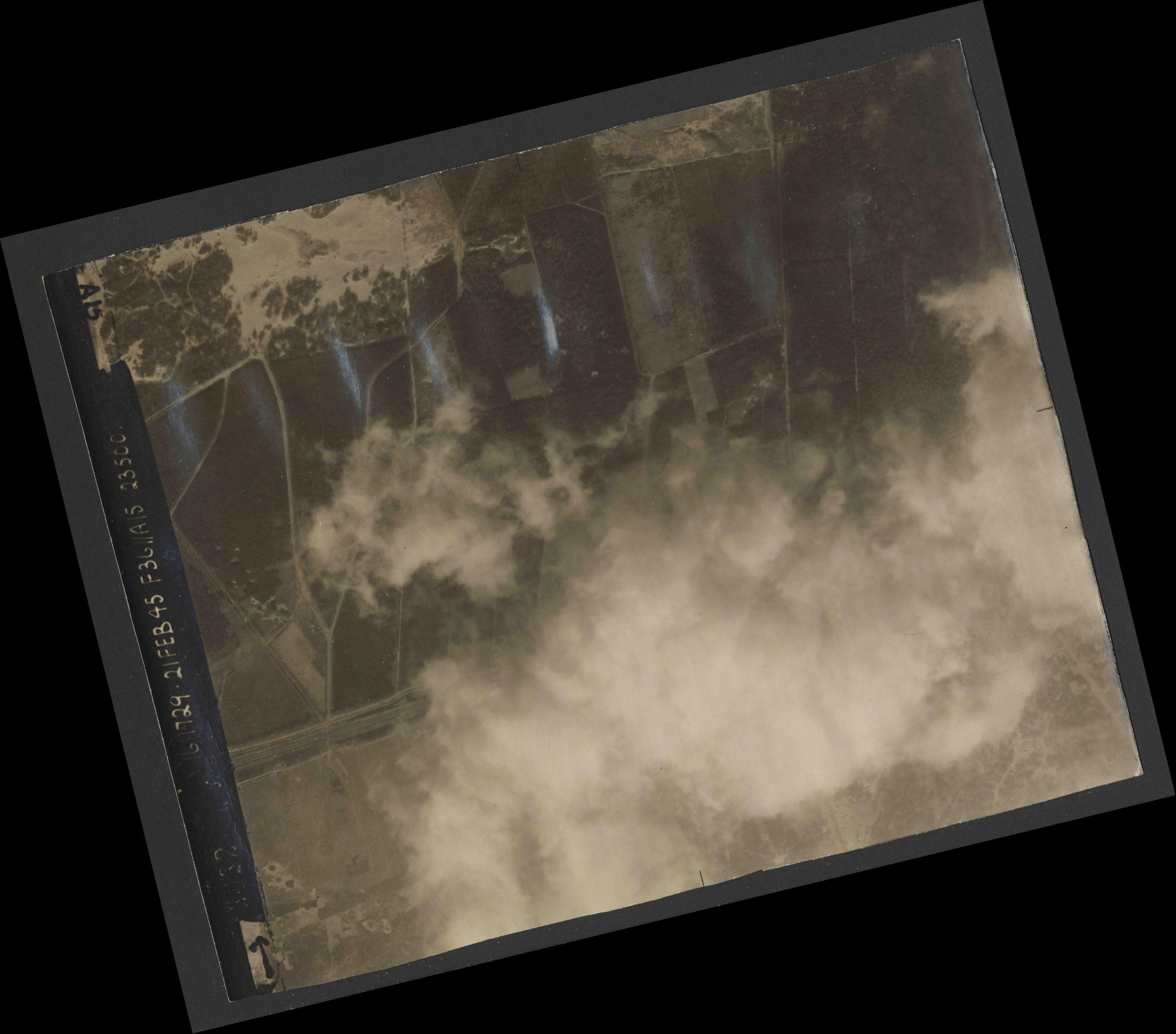 Collection RAF aerial photos 1940-1945 - flight 127, run 03, photo 3032