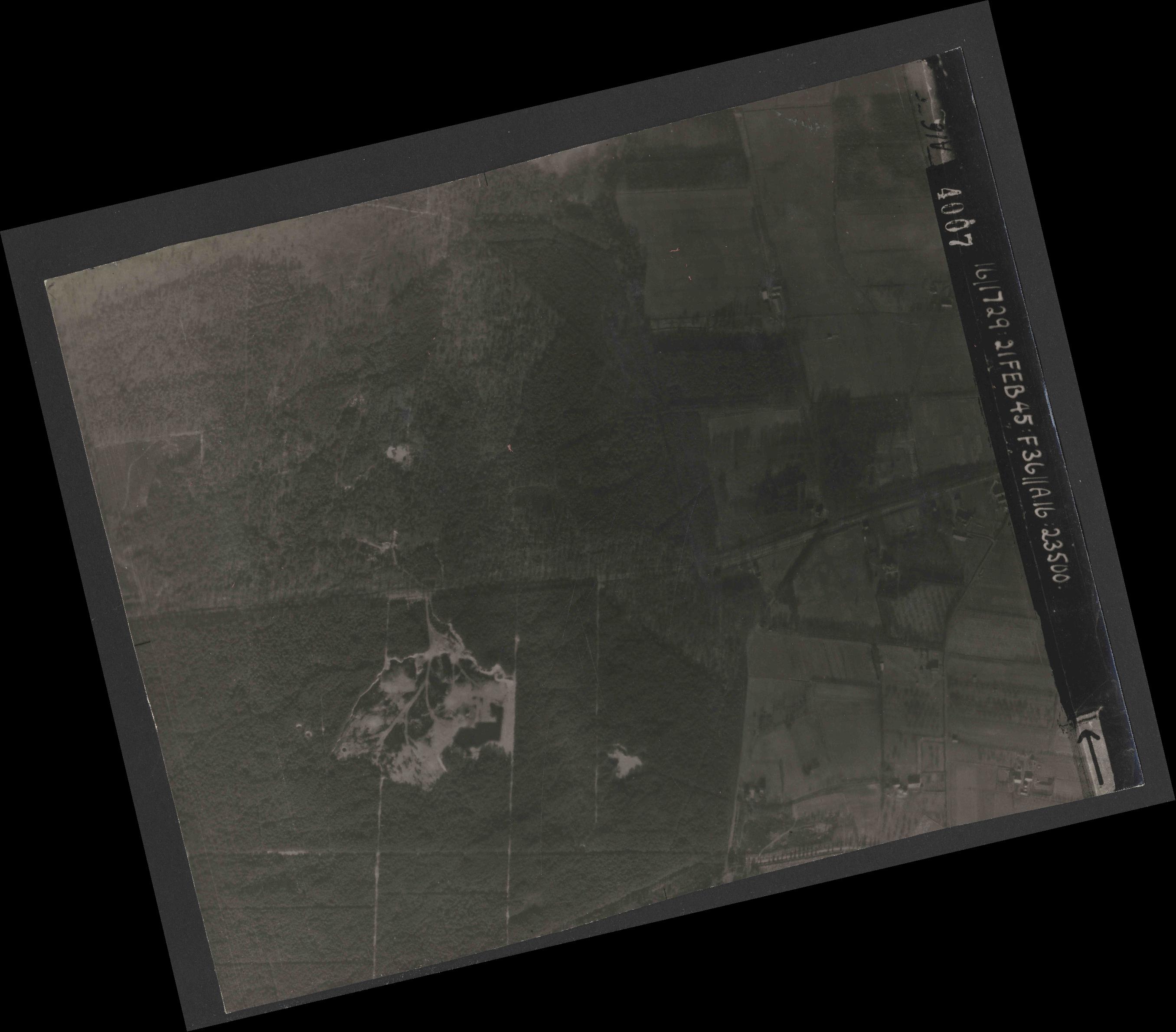 Collection RAF aerial photos 1940-1945 - flight 127, run 04, photo 4007