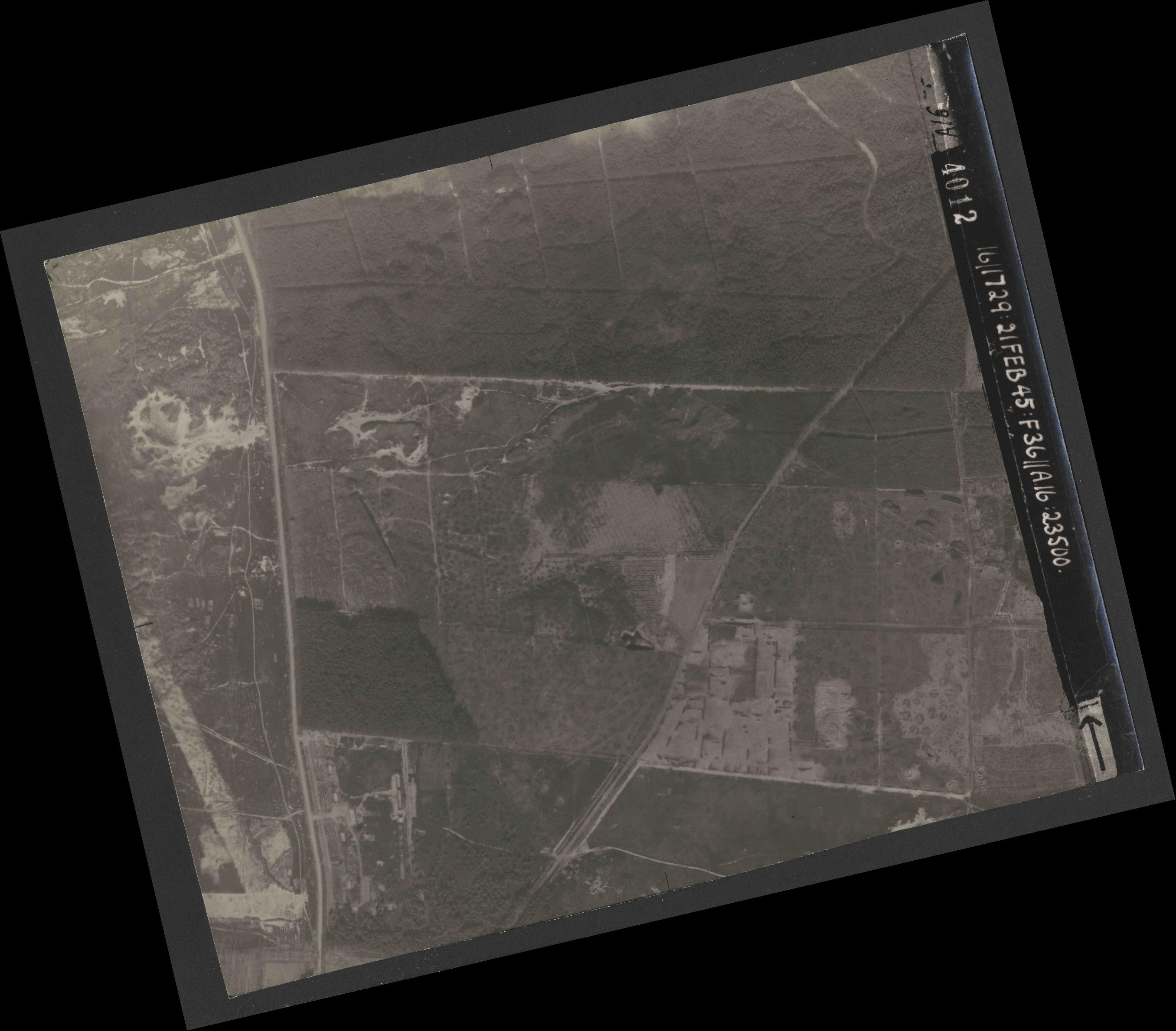 Collection RAF aerial photos 1940-1945 - flight 127, run 04, photo 4012