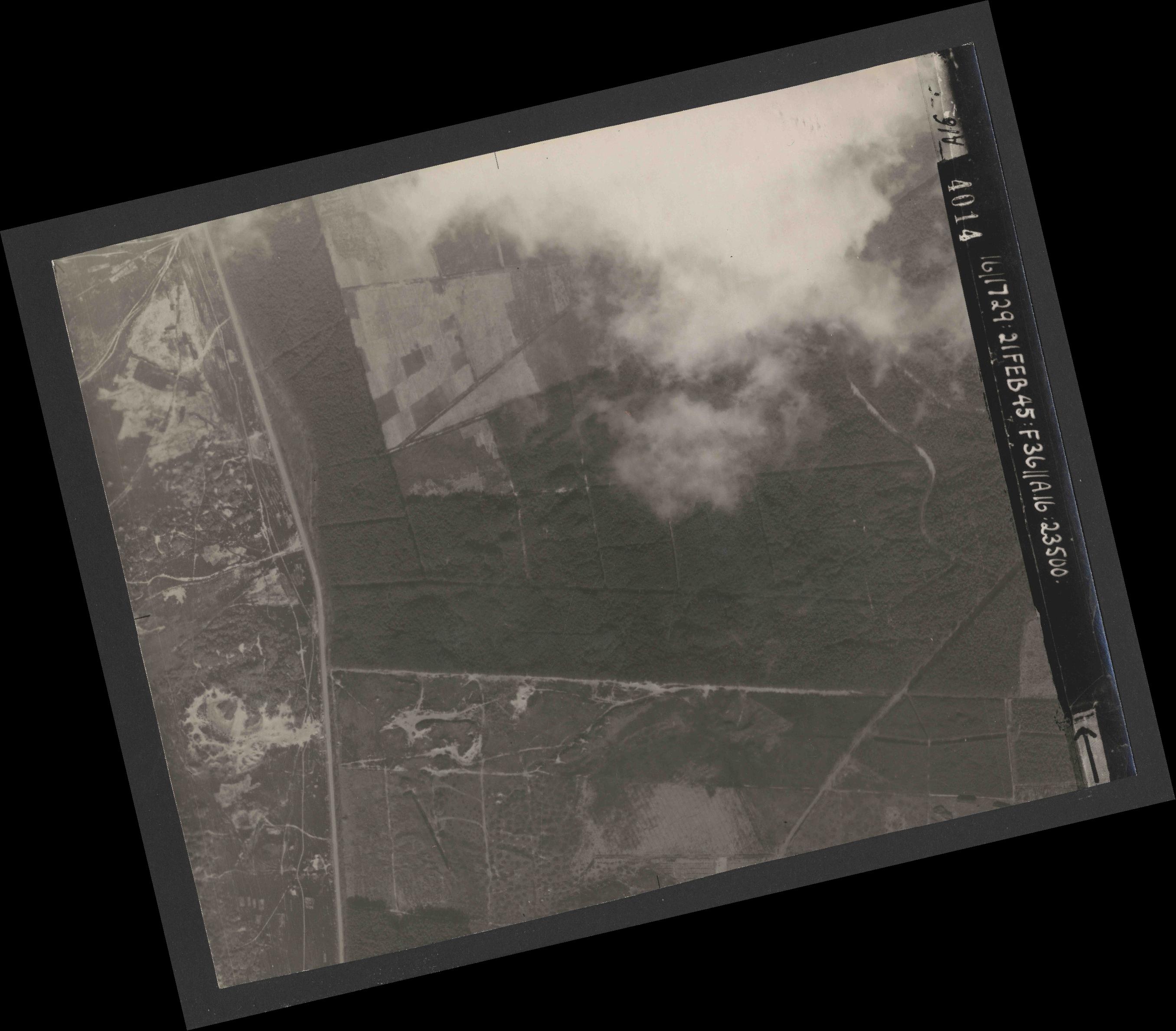 Collection RAF aerial photos 1940-1945 - flight 127, run 04, photo 4014