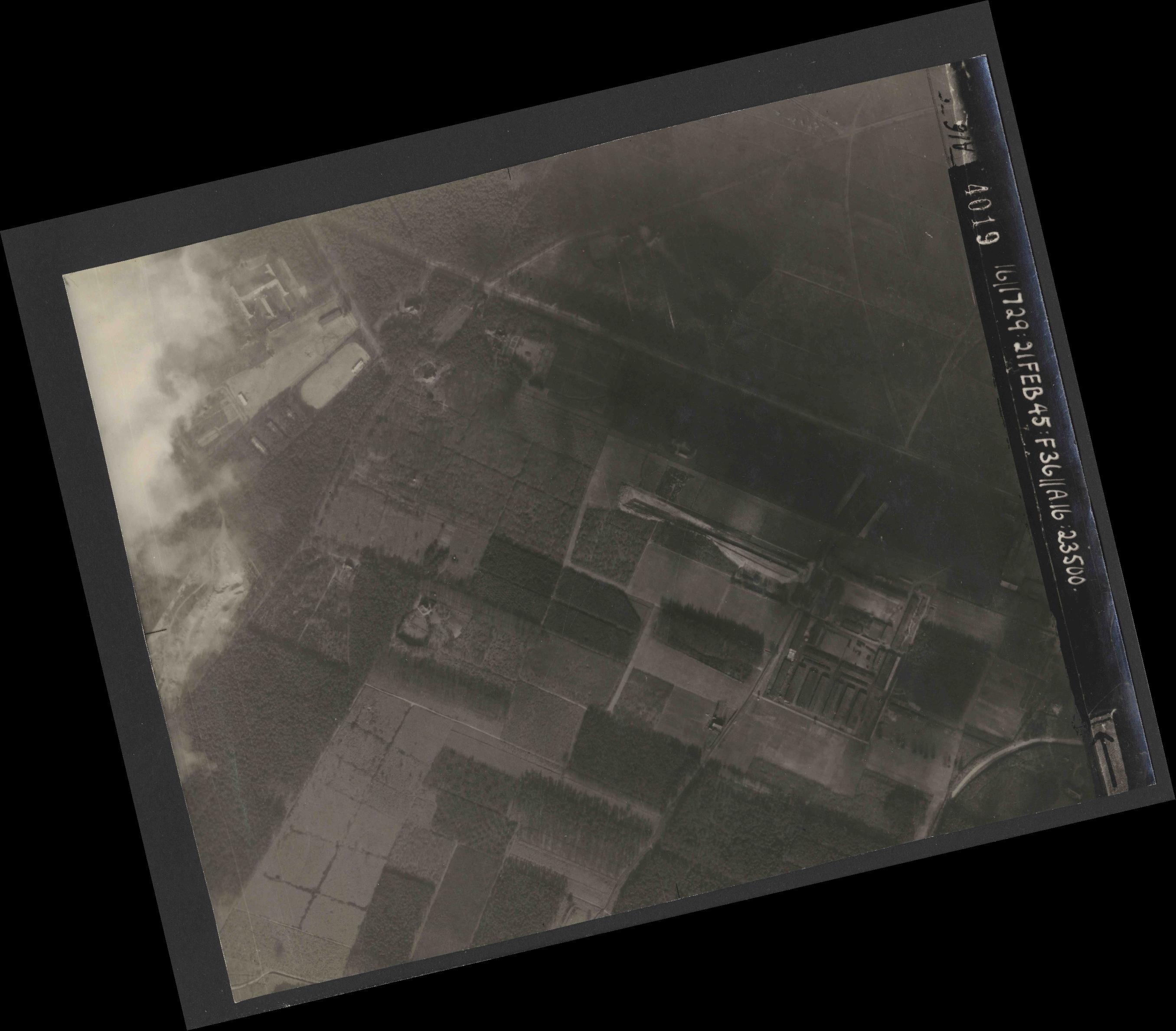 Collection RAF aerial photos 1940-1945 - flight 127, run 04, photo 4019