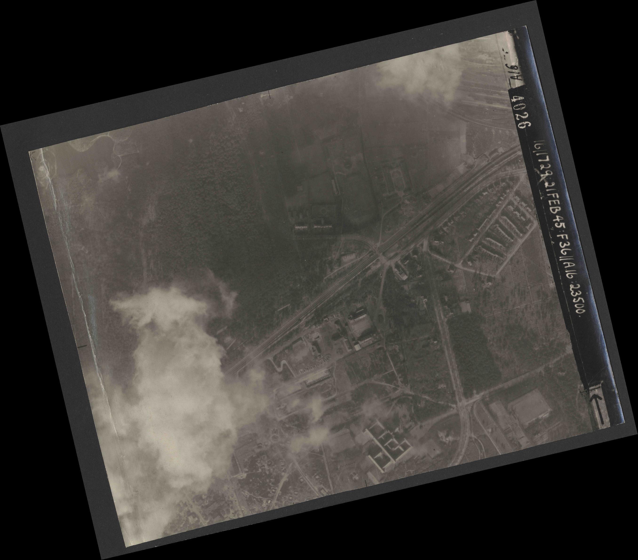 Collection RAF aerial photos 1940-1945 - flight 127, run 04, photo 4026