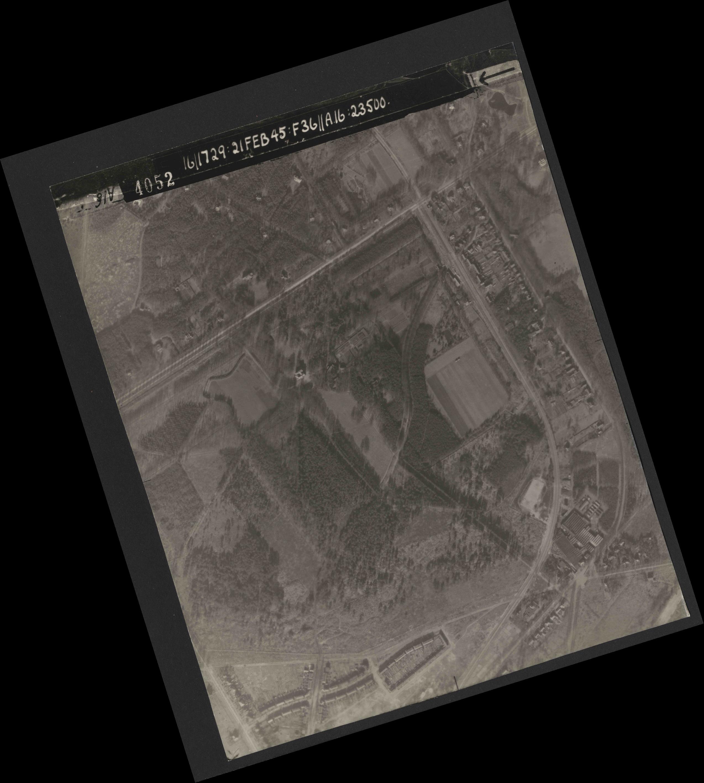 Collection RAF aerial photos 1940-1945 - flight 127, run 05, photo 4052