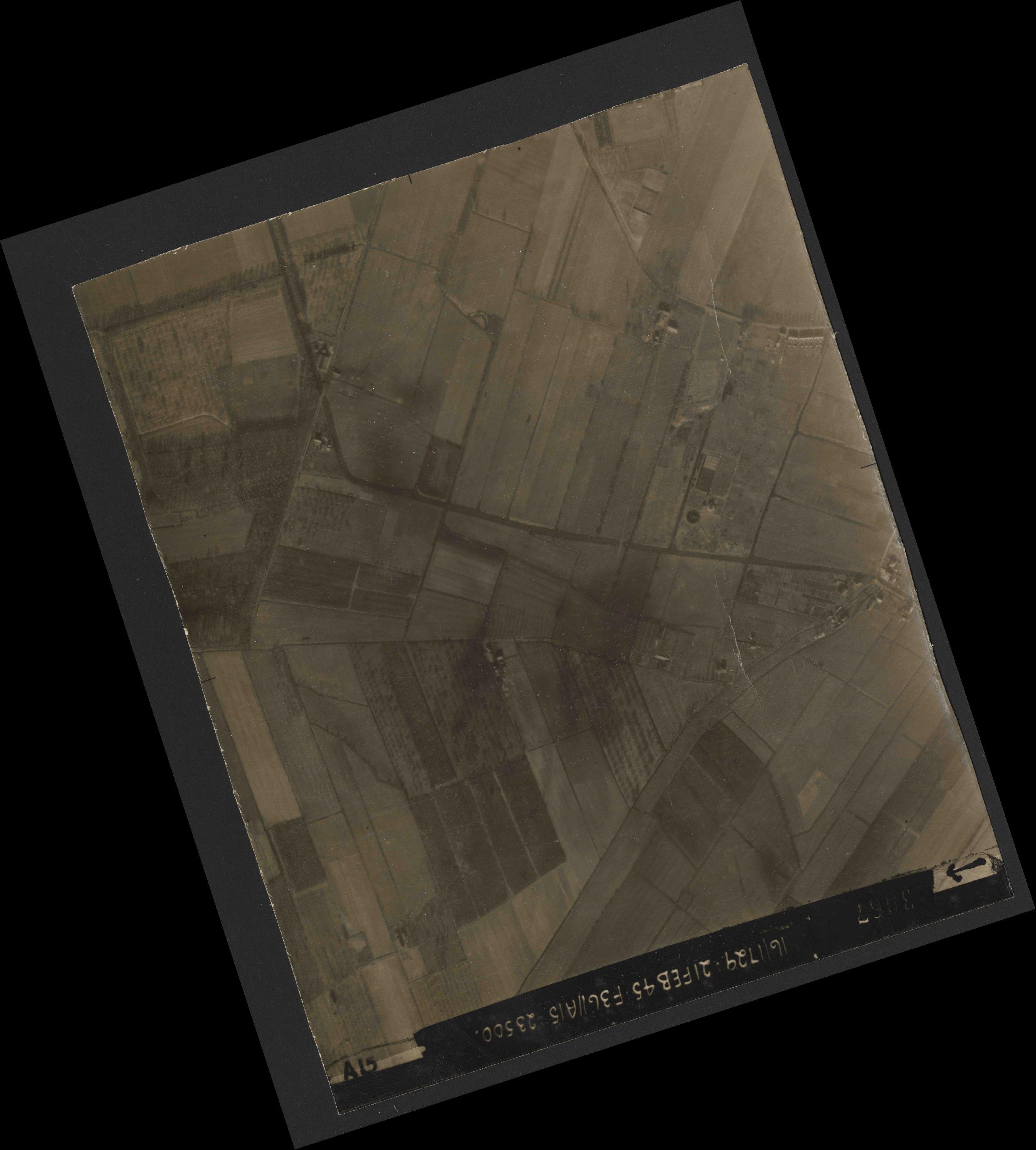 Collection RAF aerial photos 1940-1945 - flight 127, run 06, photo 3067