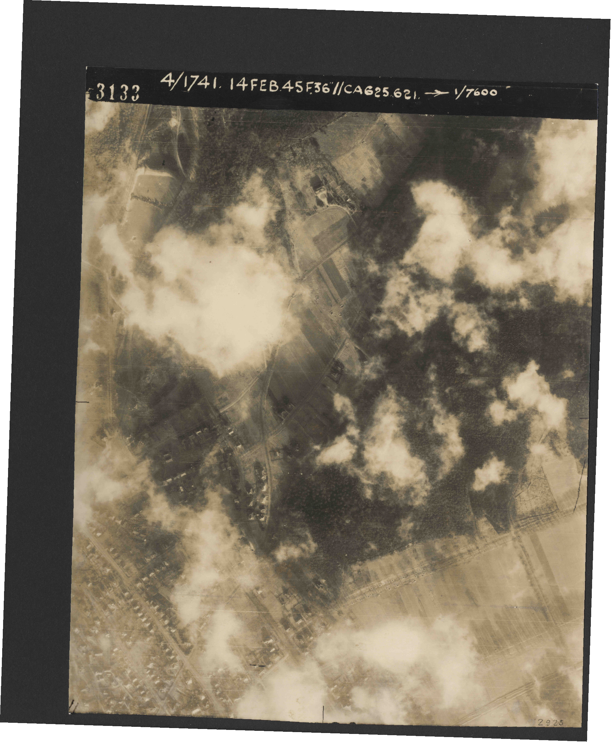 Collection RAF aerial photos 1940-1945 - flight 132, run 01, photo 3133