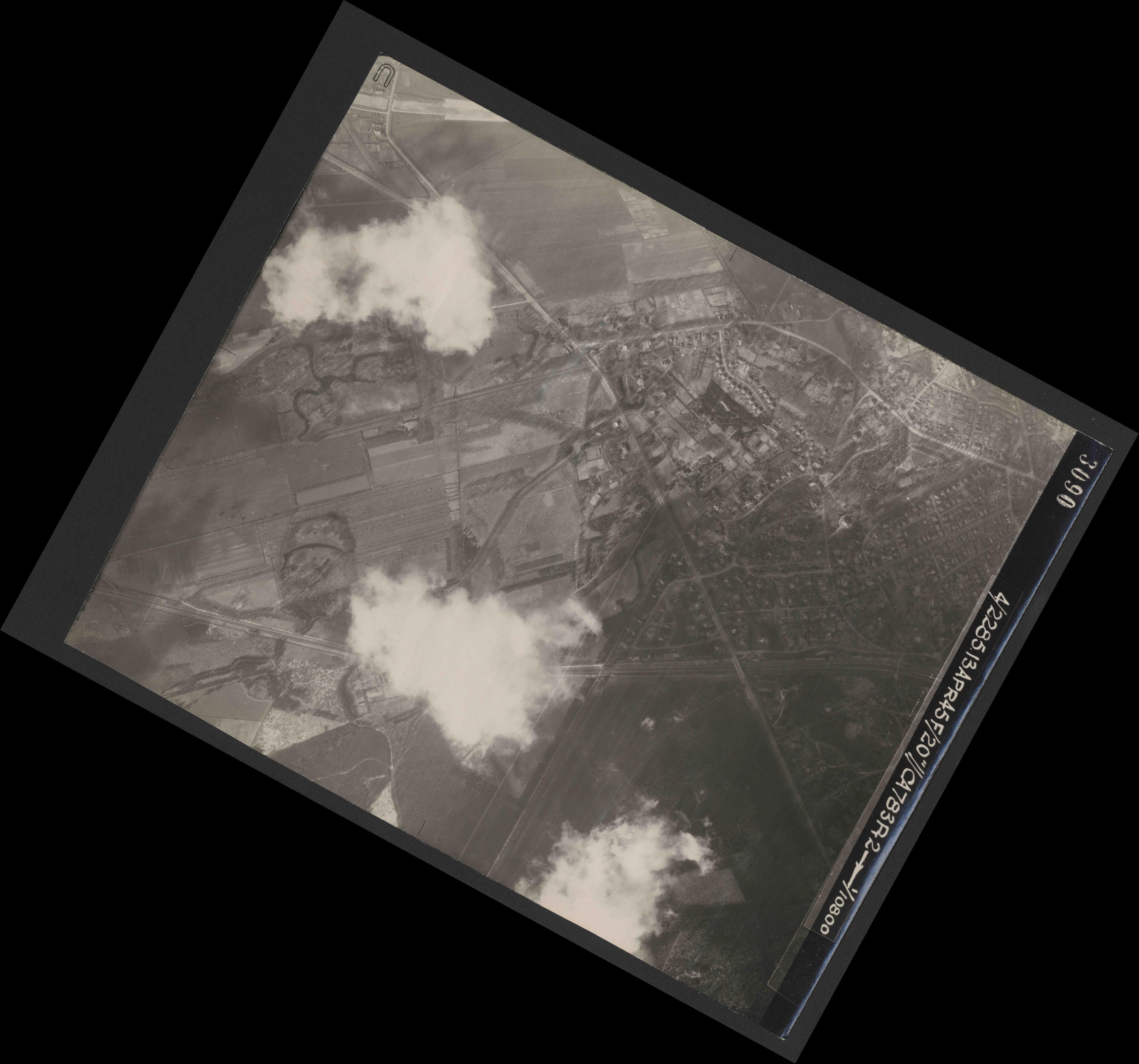 Collection RAF aerial photos 1940-1945 - flight 138, run 02, photo 3090
