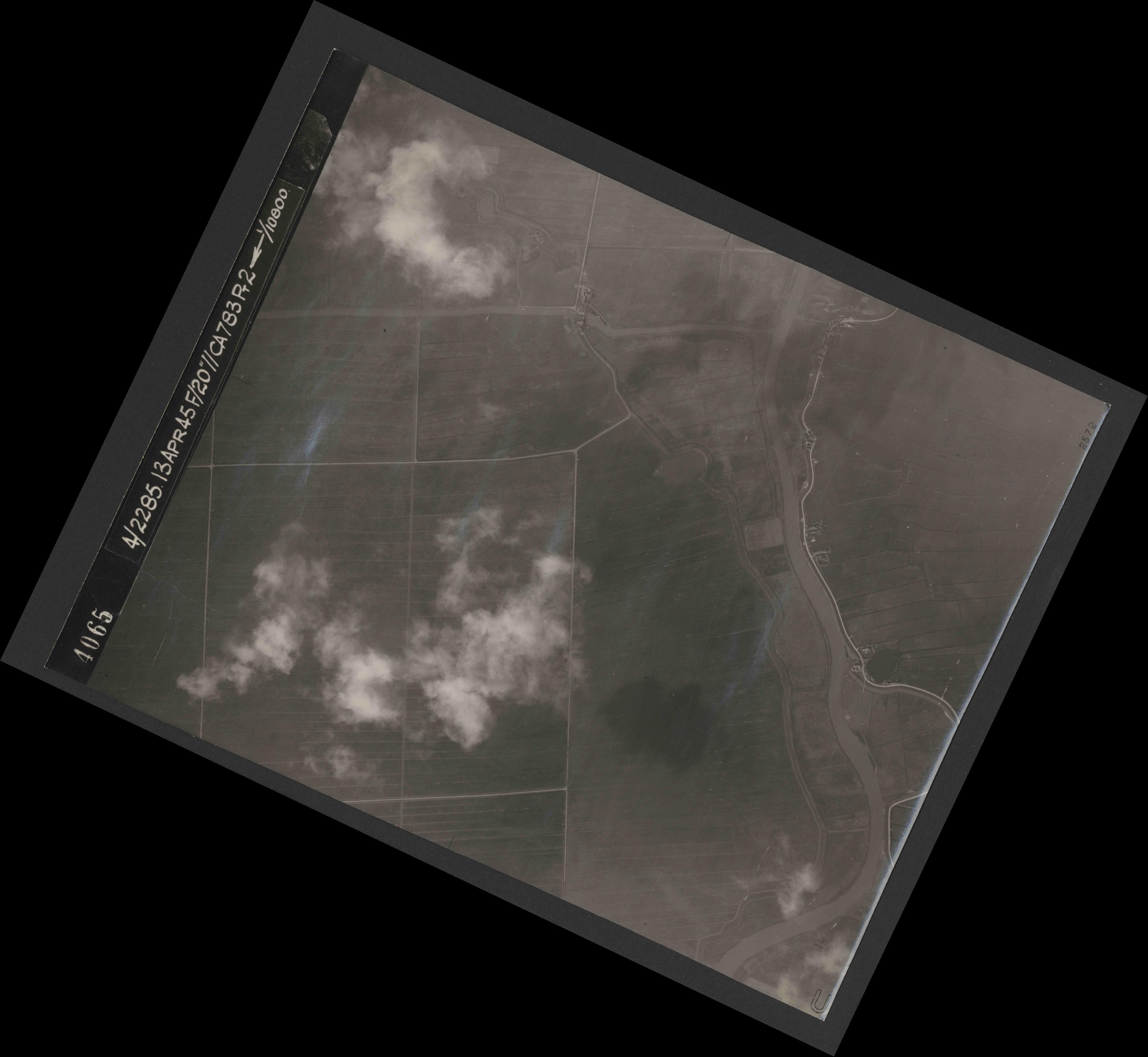 Collection RAF aerial photos 1940-1945 - flight 138, run 03, photo 4065